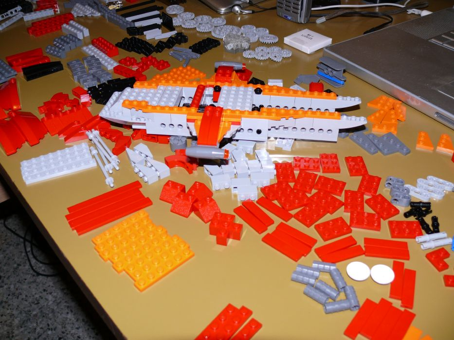 LEGO Helicopter 4895: build starts...