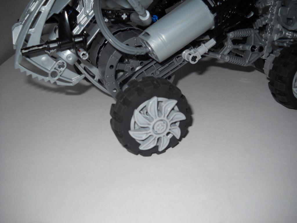 self_moc_and_atv_036.jpg
