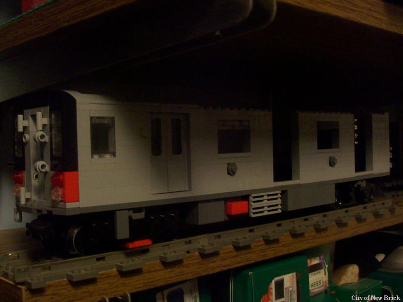 train-r142a-001.png
