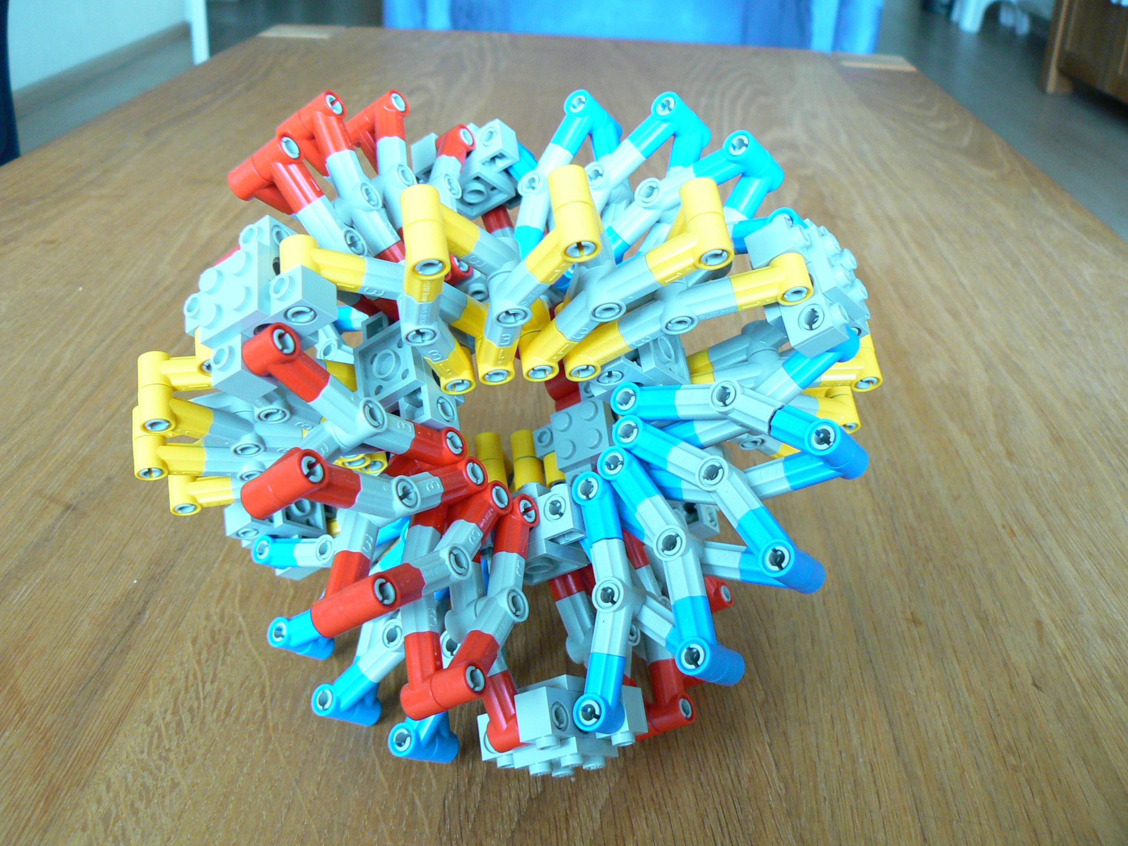 hoberman_sphere01.jpg