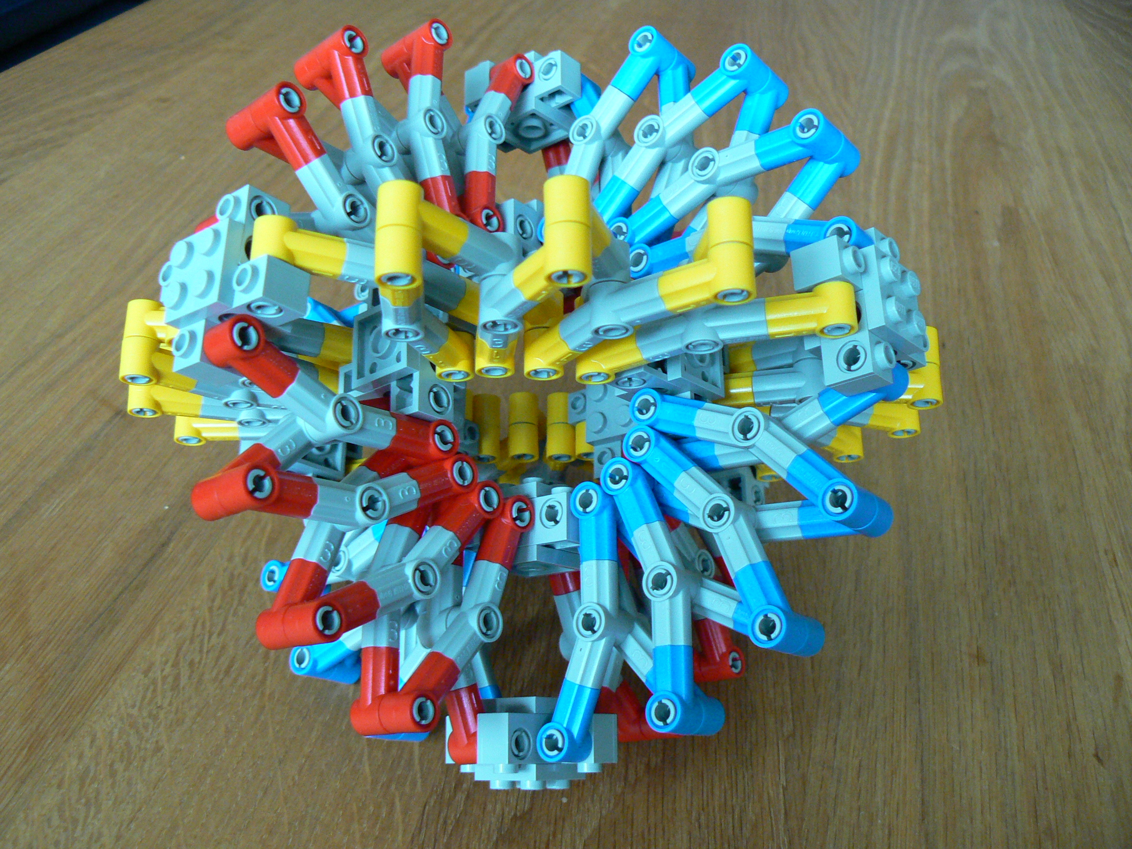 hoberman_sphere02.jpg