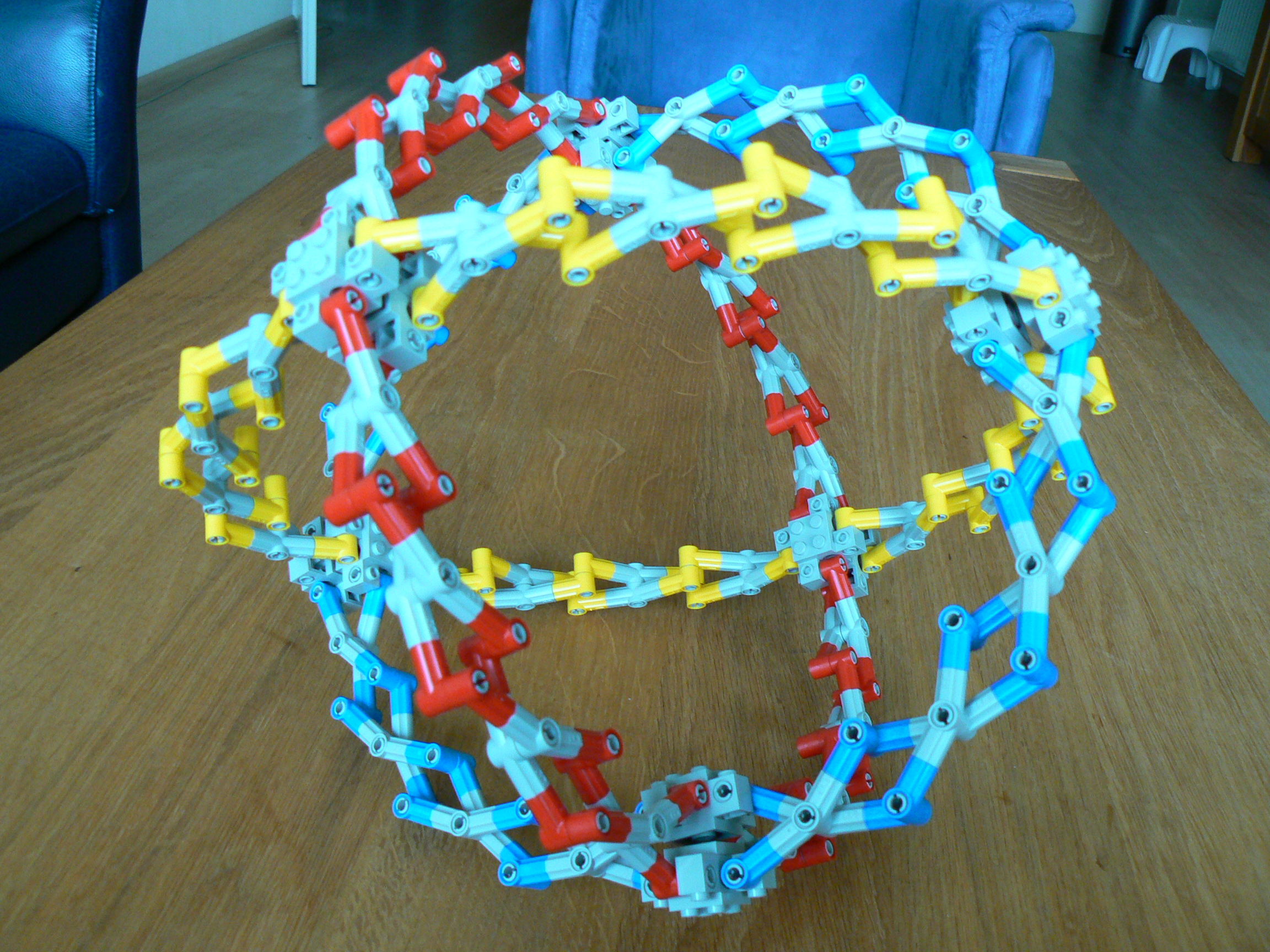 hoberman_sphere03.jpg