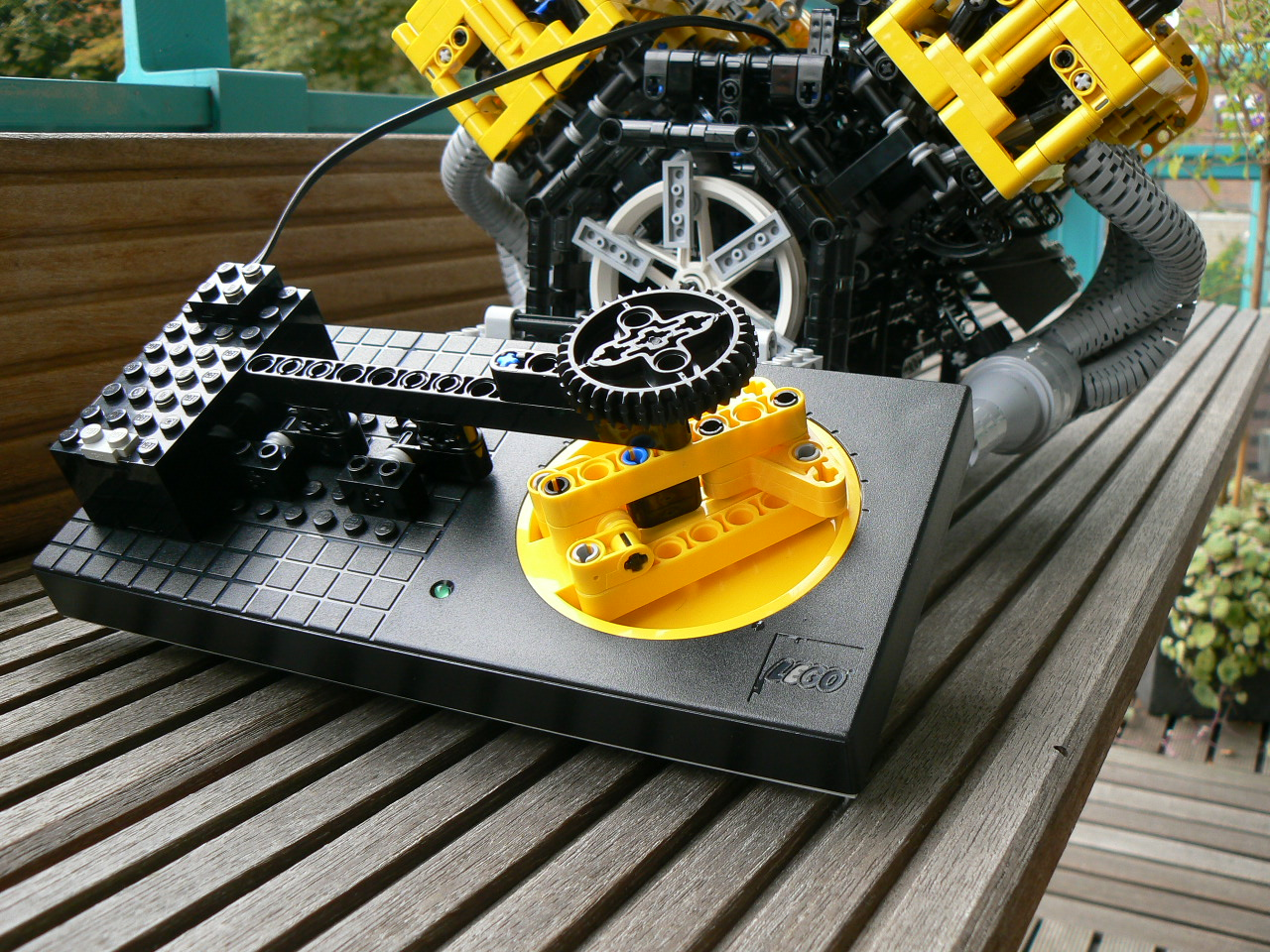 LEGO V8, 32 valve engine | Make: