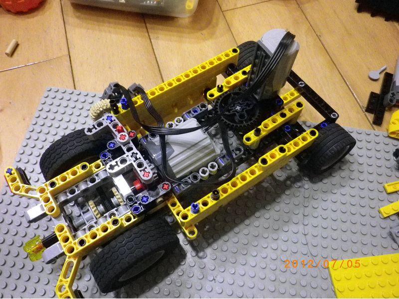 起重机+前轮转向车