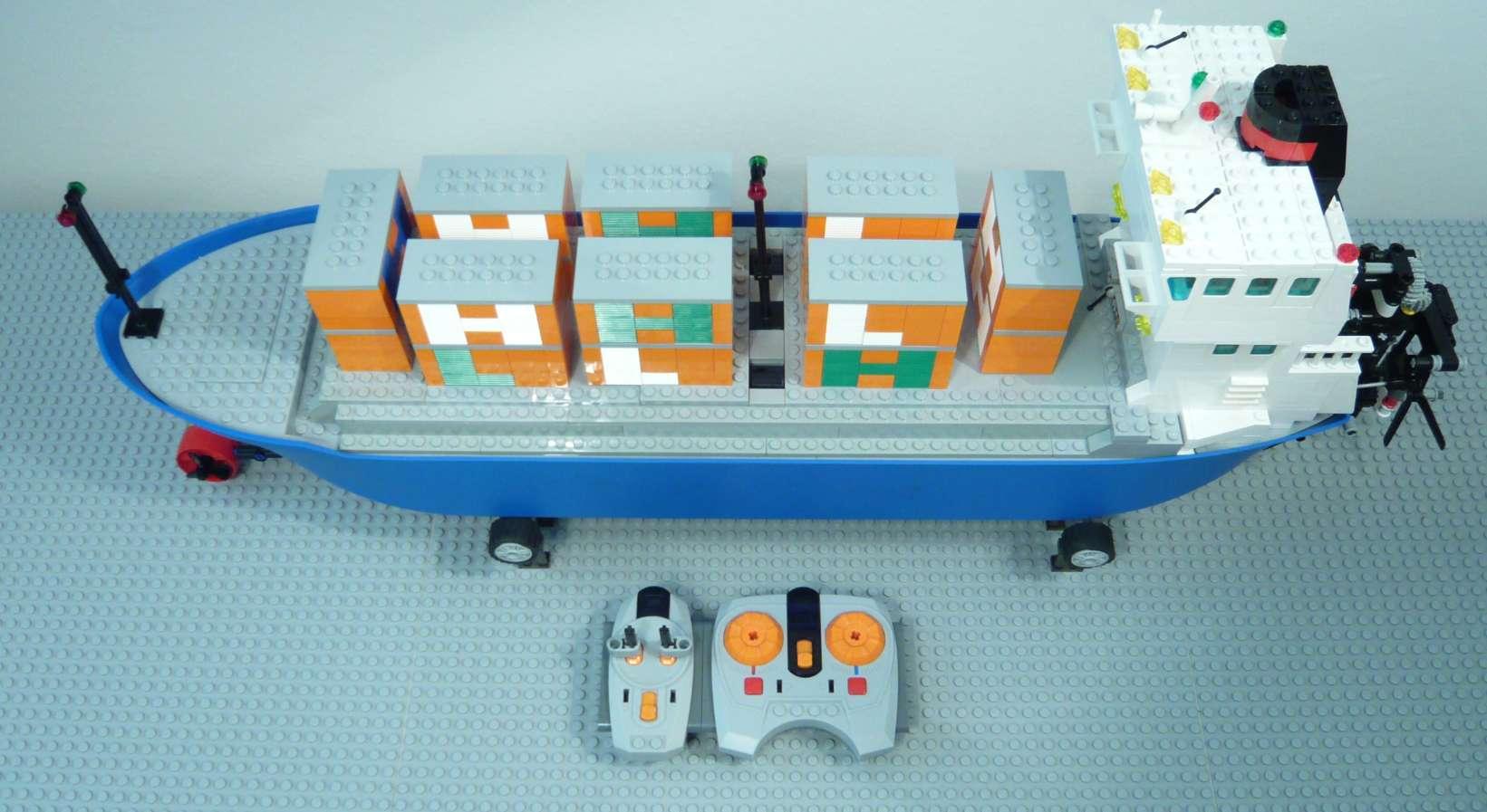1b_lego_containership.jpg