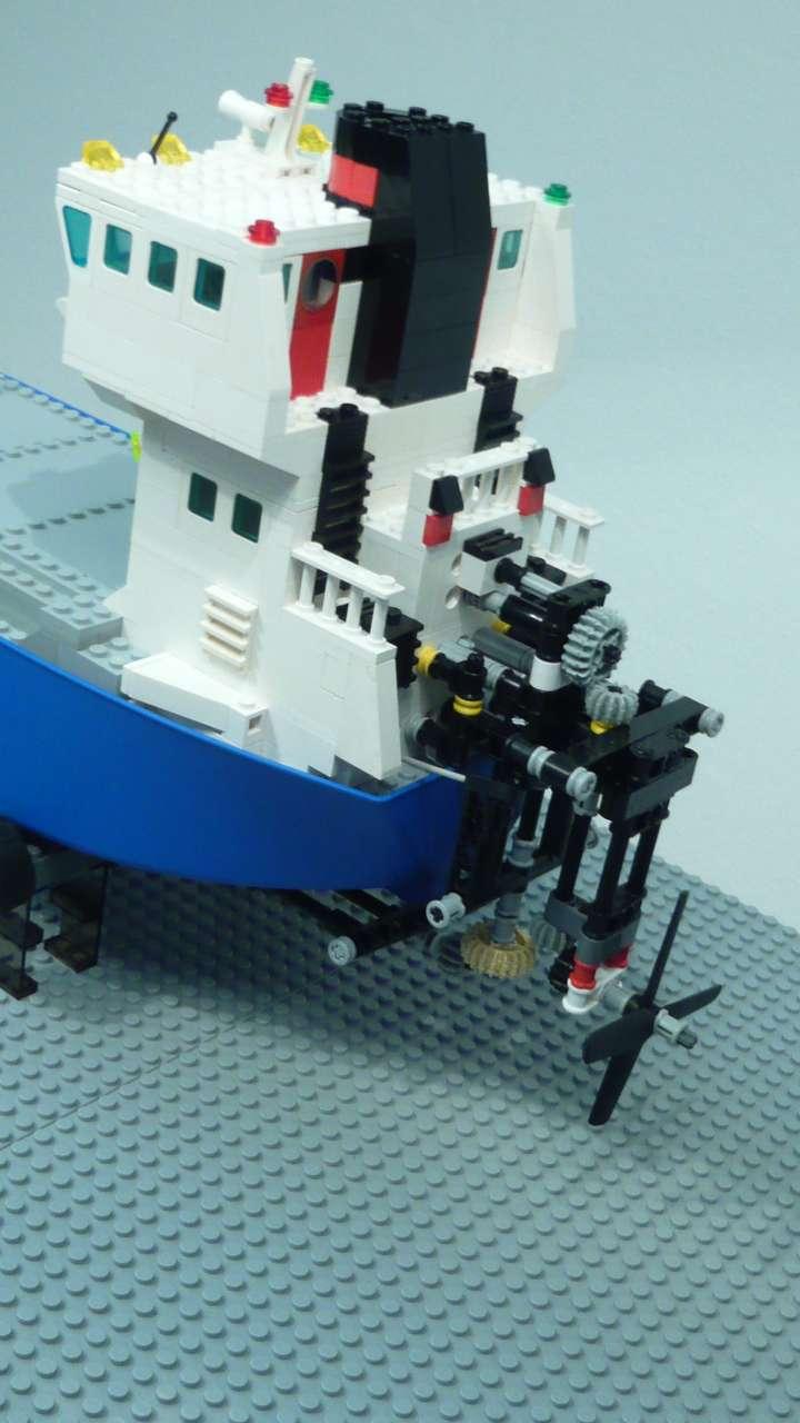 1e_lego_containership.jpg