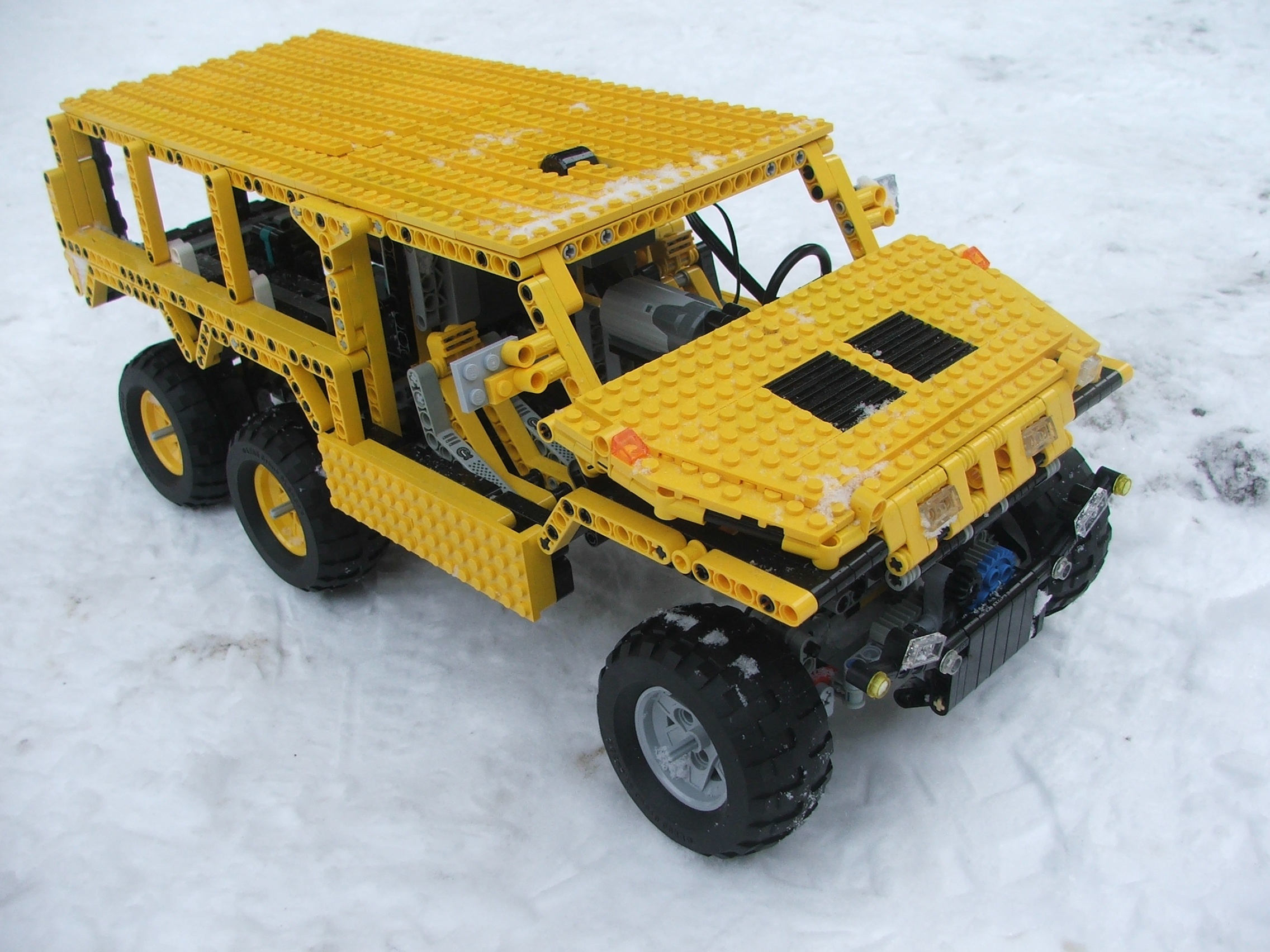 the_hungarian_lego_hummer_007.jpg