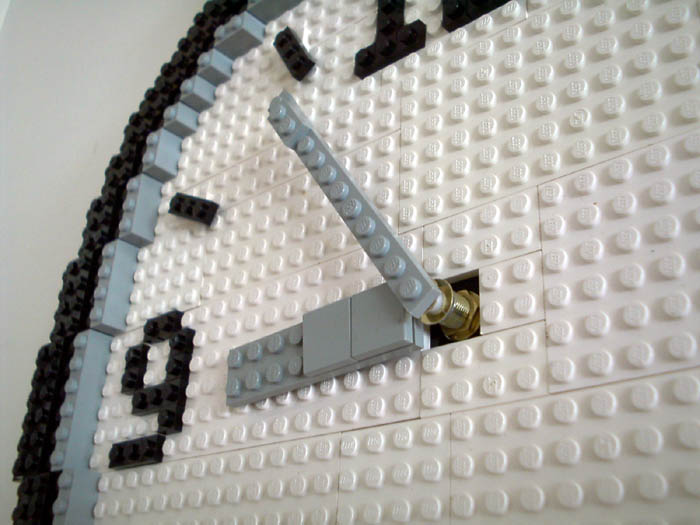 lego-wall-clock-watch-02.jpg