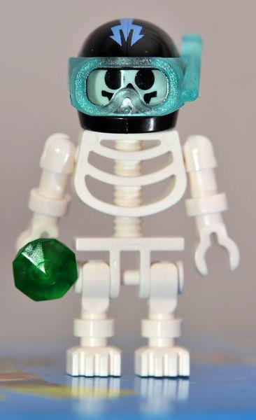 8078-minifig1-skeleton.jpg