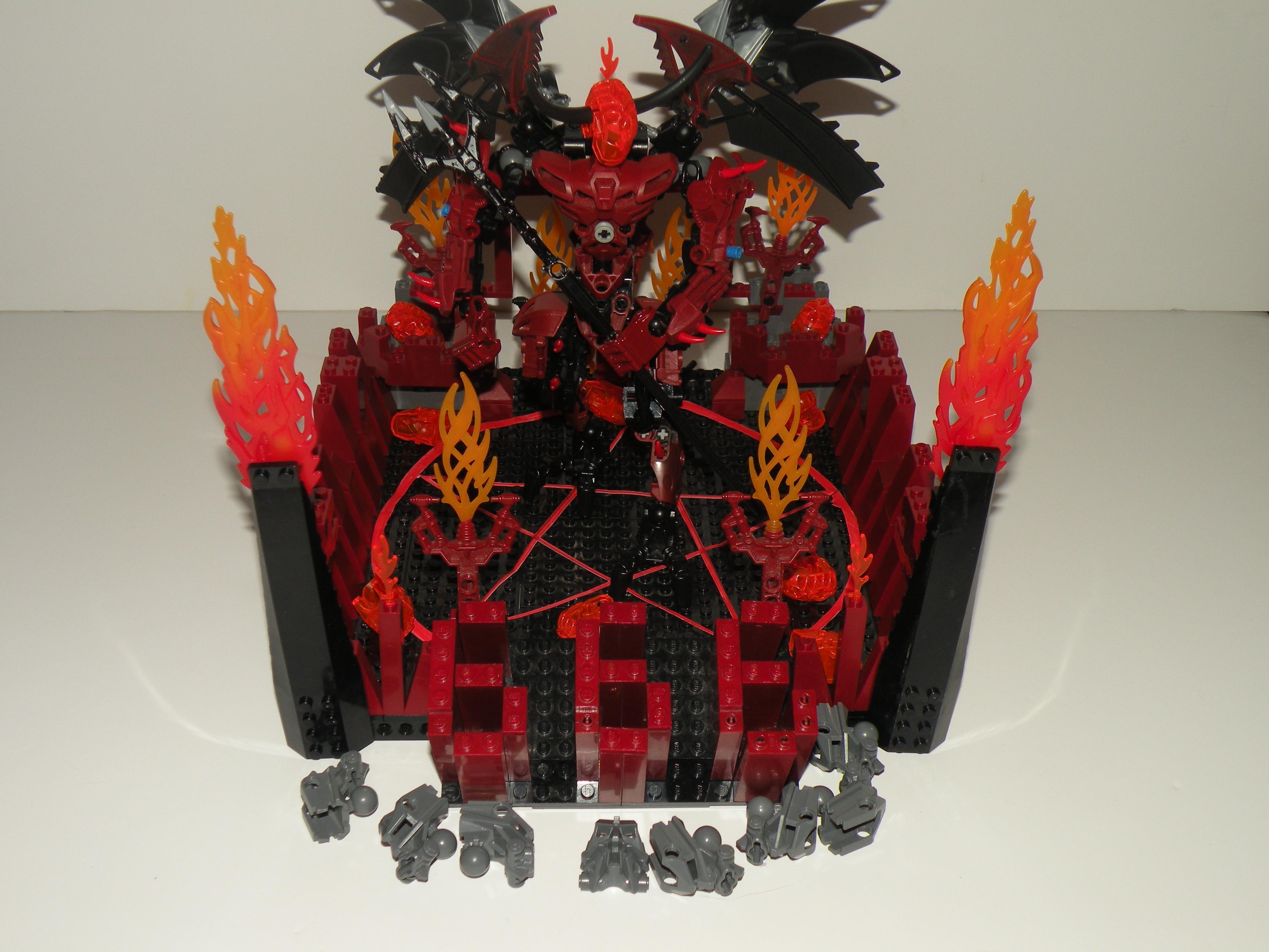 [MOC] Concours halloween 2010 : Satan Dscn1718