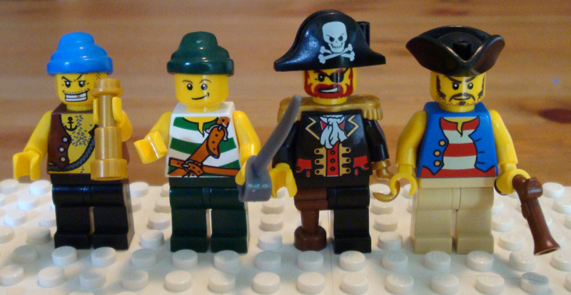 c-minifigs-pirates-front.jpg