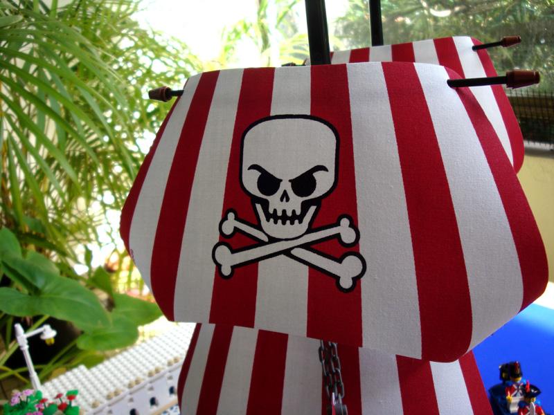 f-sails-skullcloseup.jpg