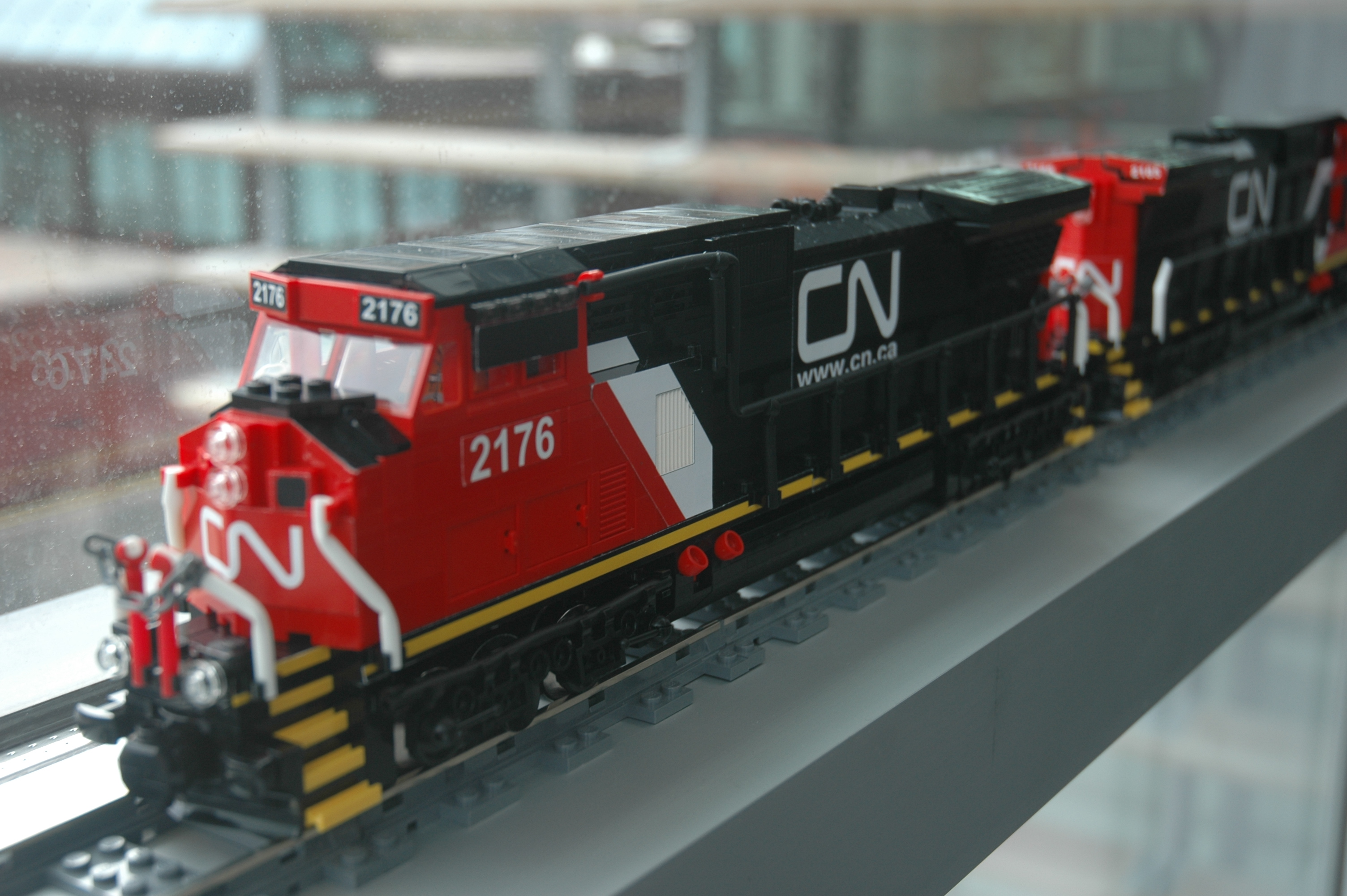 lego_cn_freight_engine_c40-8w_dash_8_main2.jpg