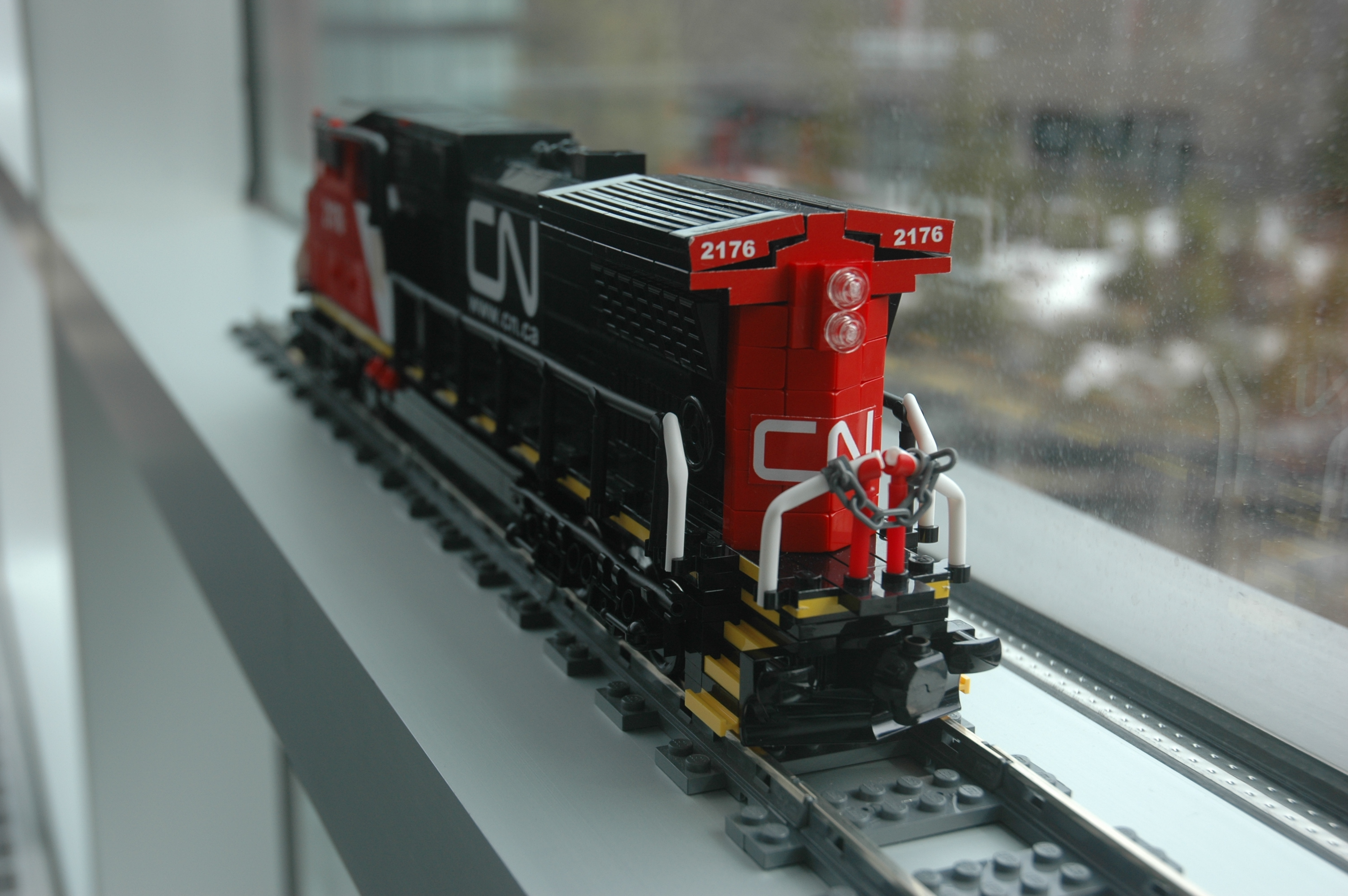 lego_cn_freight_engine_c40-8w_dash_8_rear1.jpg