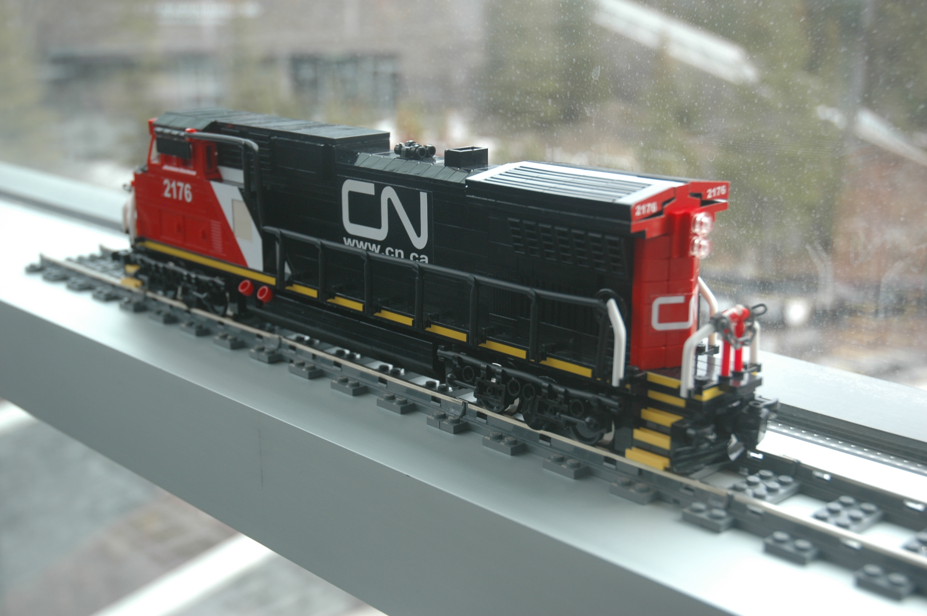 lego_cn_freight_engine_c40-8w_dash_8_rear3.jpg