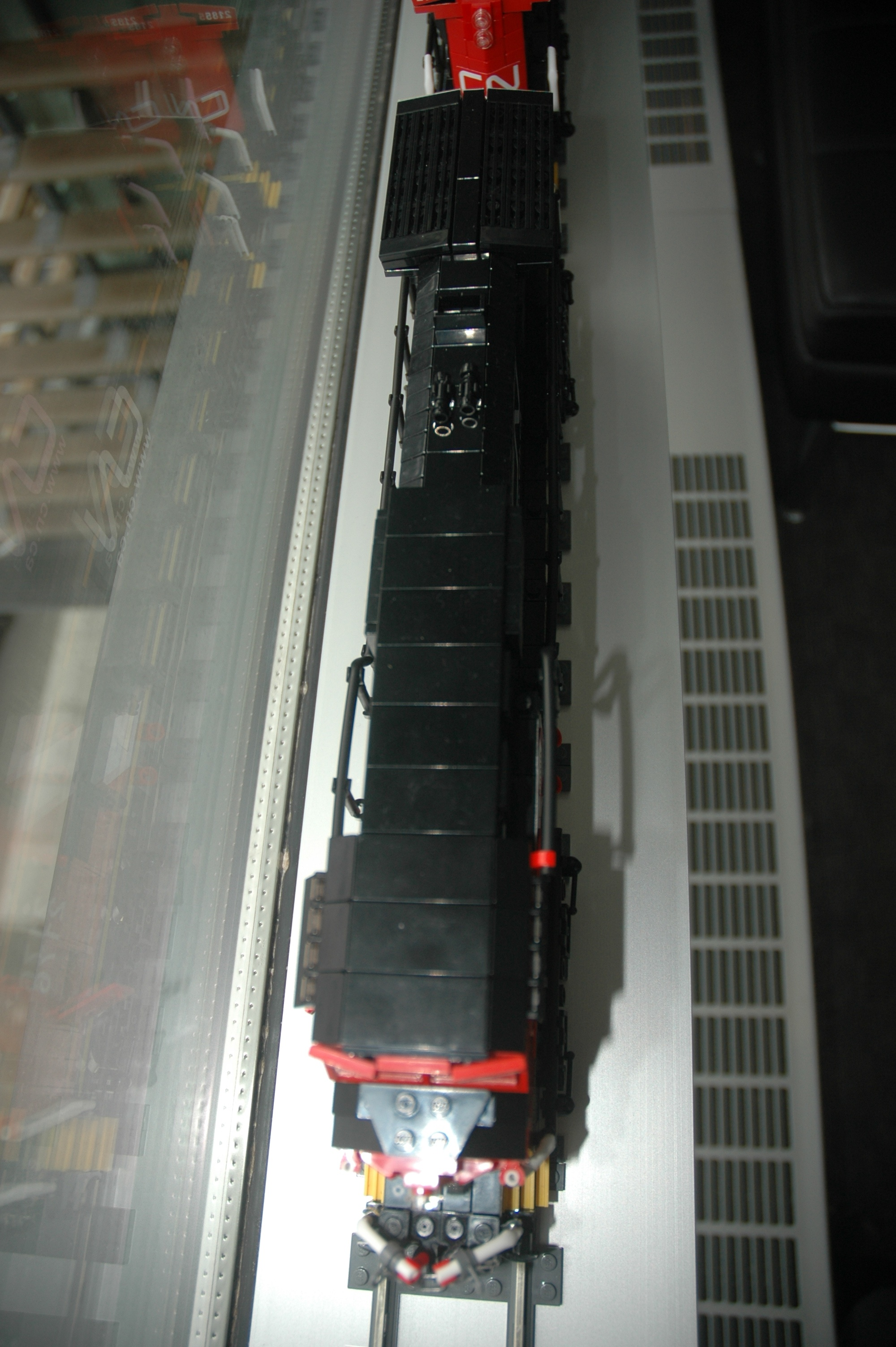 lego_cn_freight_engine_c40-8w_dash_8_top.jpg