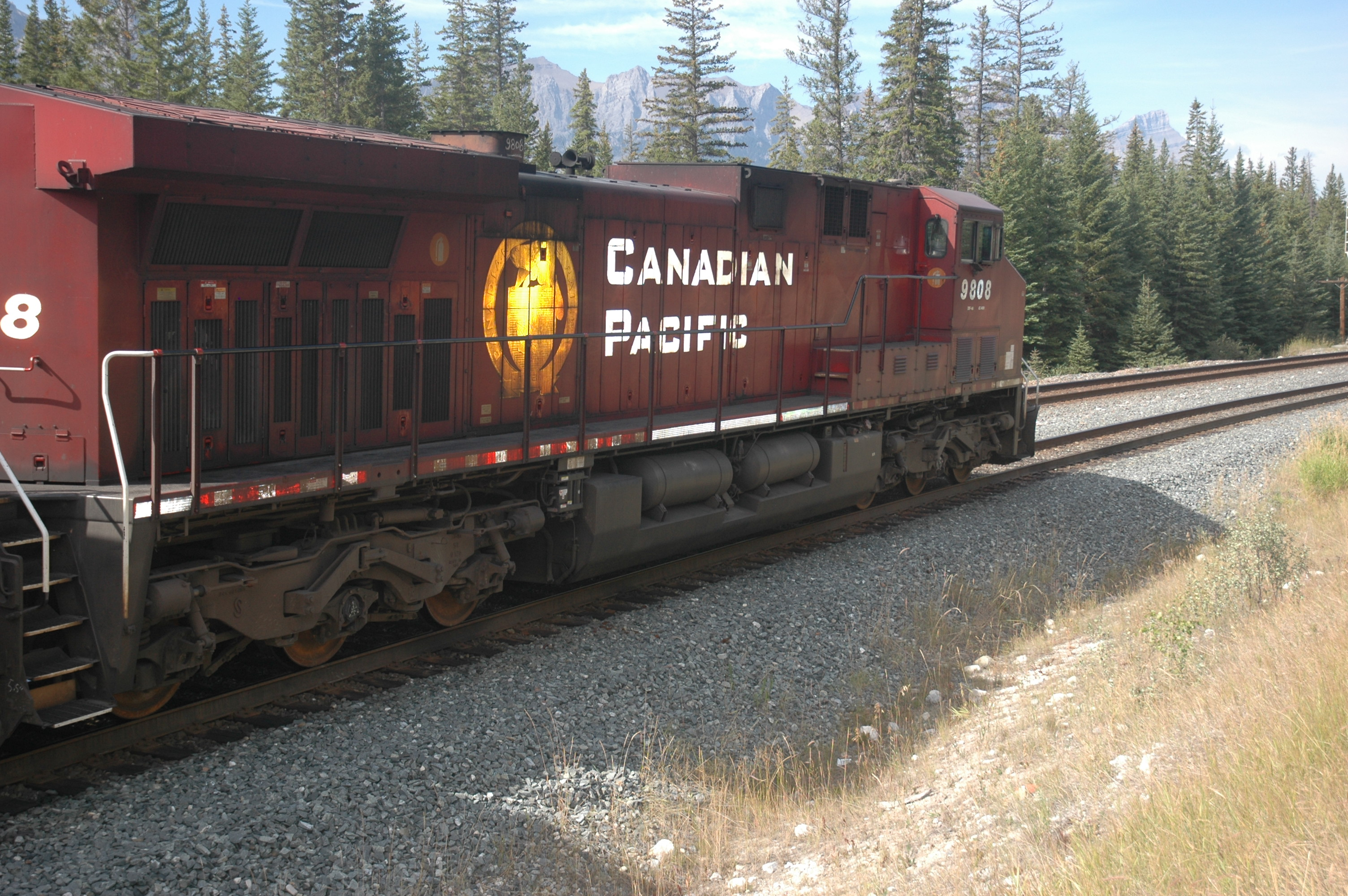 cp_freight_engine_ac4400cw_cp9808_right.jpg