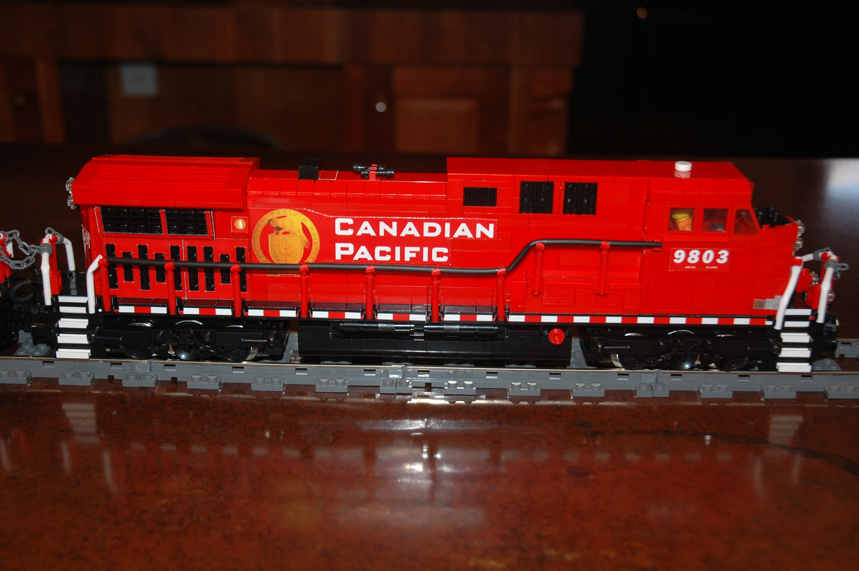 lego_cp_freight_engine_ac4400cw_cp9803_right.jpg