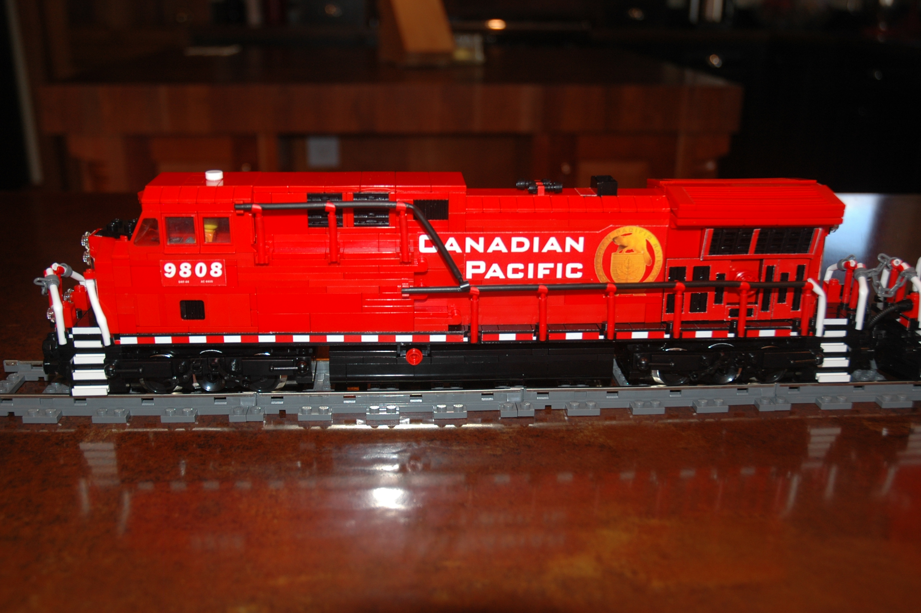 lego_cp_freight_engine_ac4400cw_cp9808_left.jpg