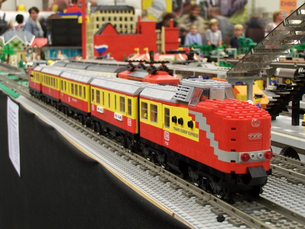 Brickshelf Gallery - lego-world-2009-497-moc-trains jpg