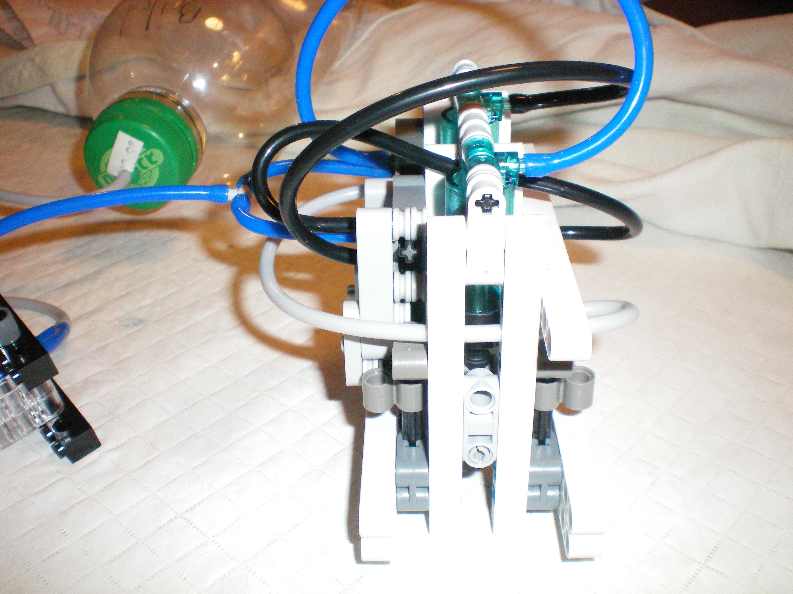 lego_inline_scotch_yoke_engine_side_view_2.jpg