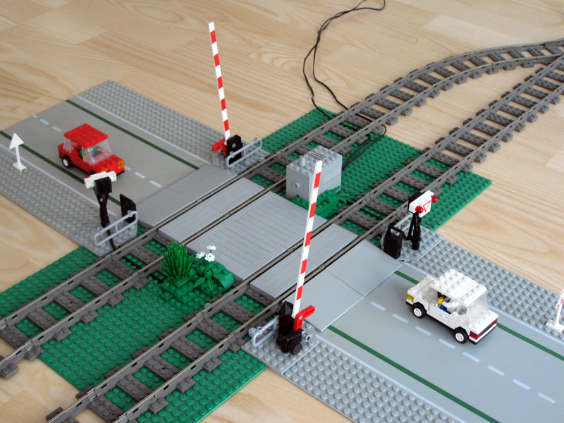 Mindstorm based rail crossing question or suggestion? - LEGO