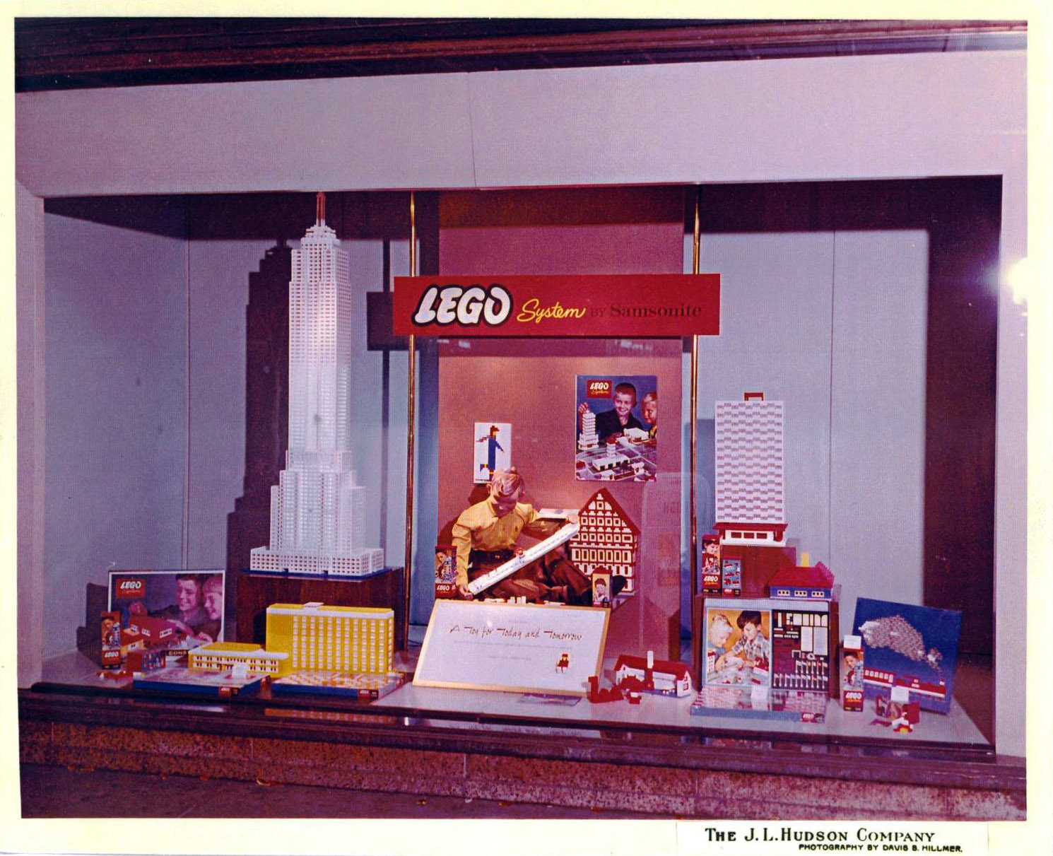 1962_lego_display_at_j.l._hudsons_in_detroit.jpg