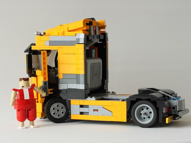 MOC] Model Team DAF XF with Buy n Large Trailer - LEGO
