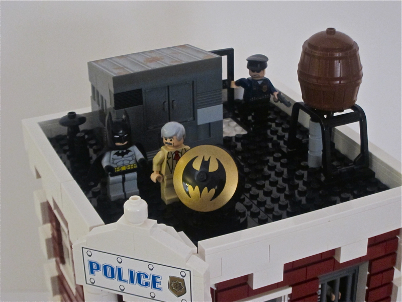 16_gcpd_rooftop_with_batman.jpg