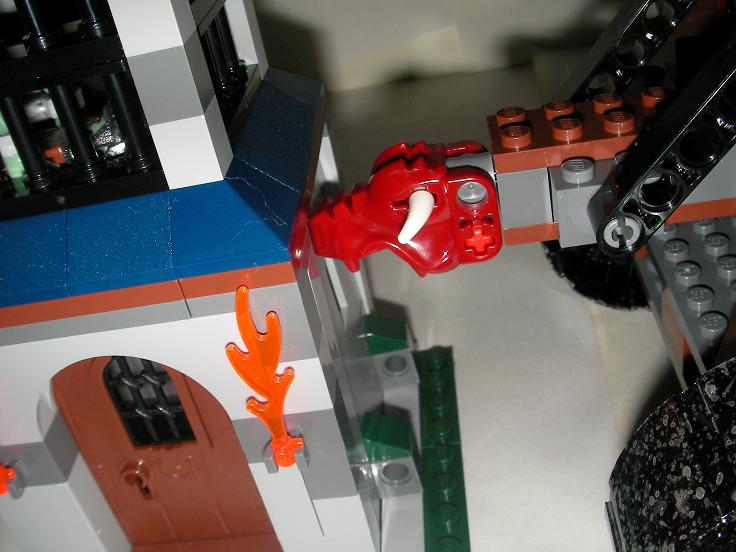 兽人攻城车攻破了皇冠塔的城墙