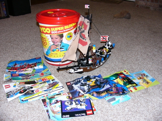 Hidden Treasure - Tyco block tub with LEGO contents