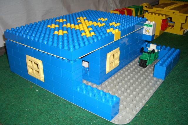 duplo-town-t26-police-station.jpg