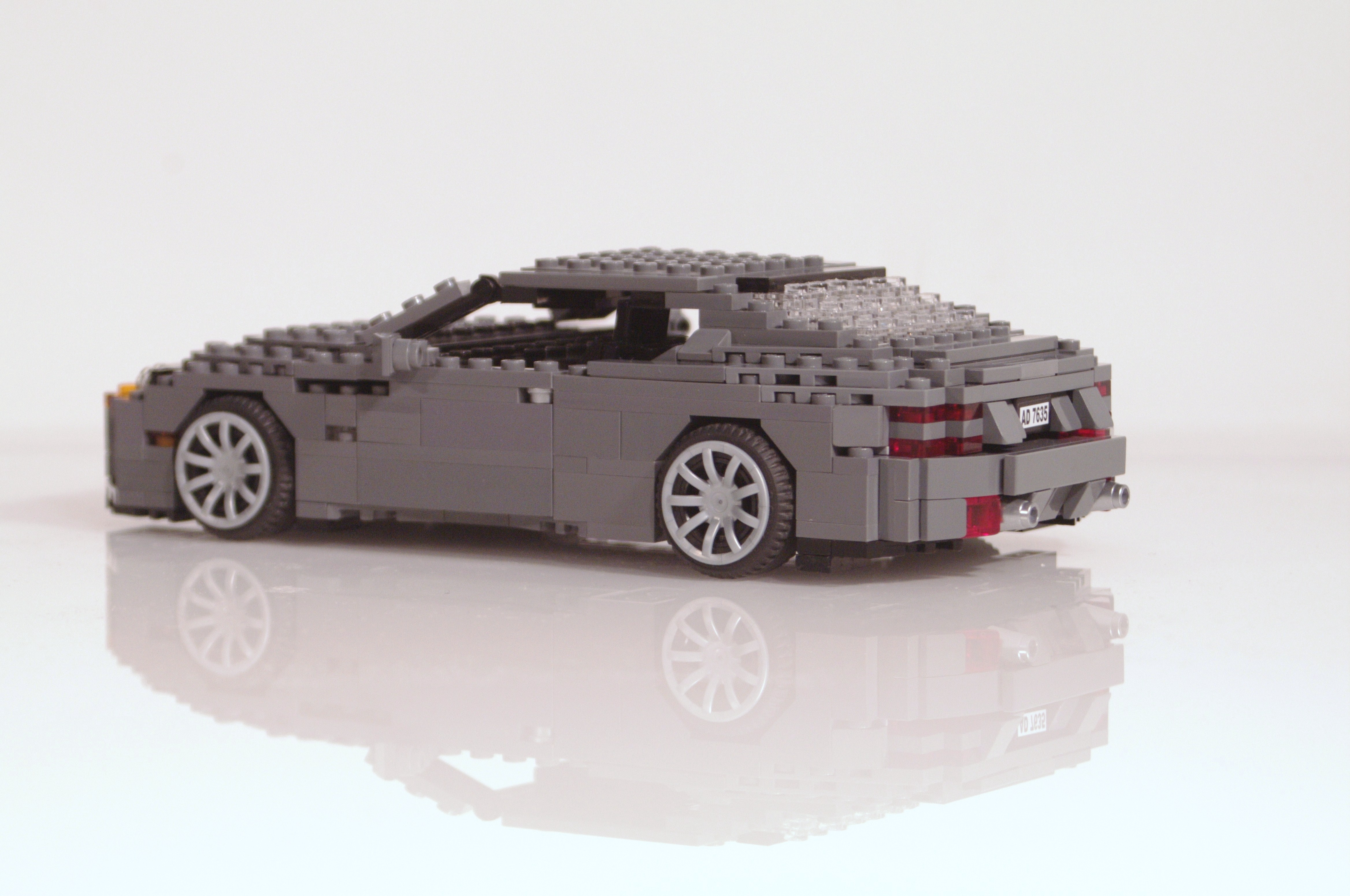 aston_martin_db9_coupe_05.jpg