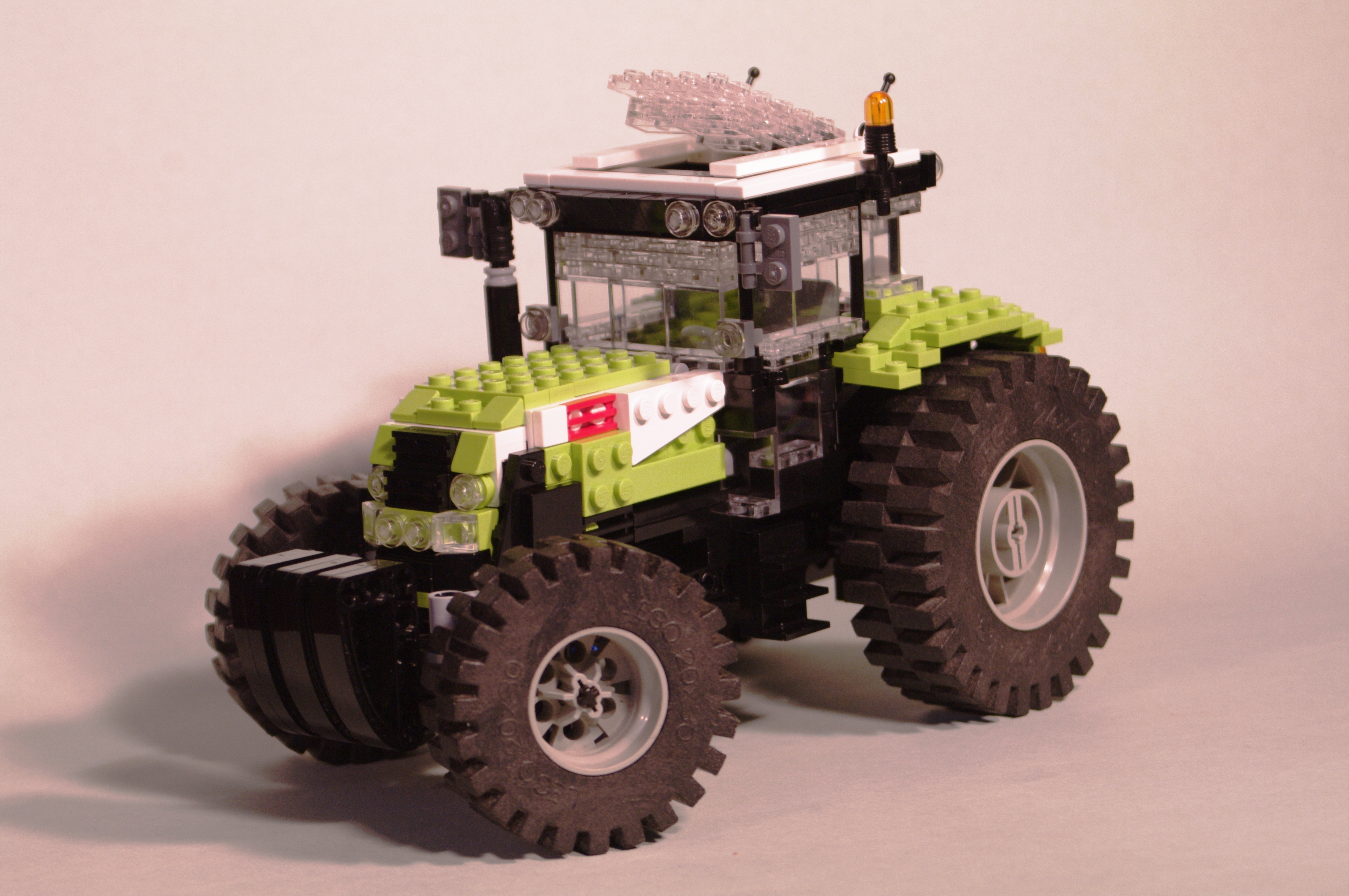 claas_arion_600_brick_01.jpg
