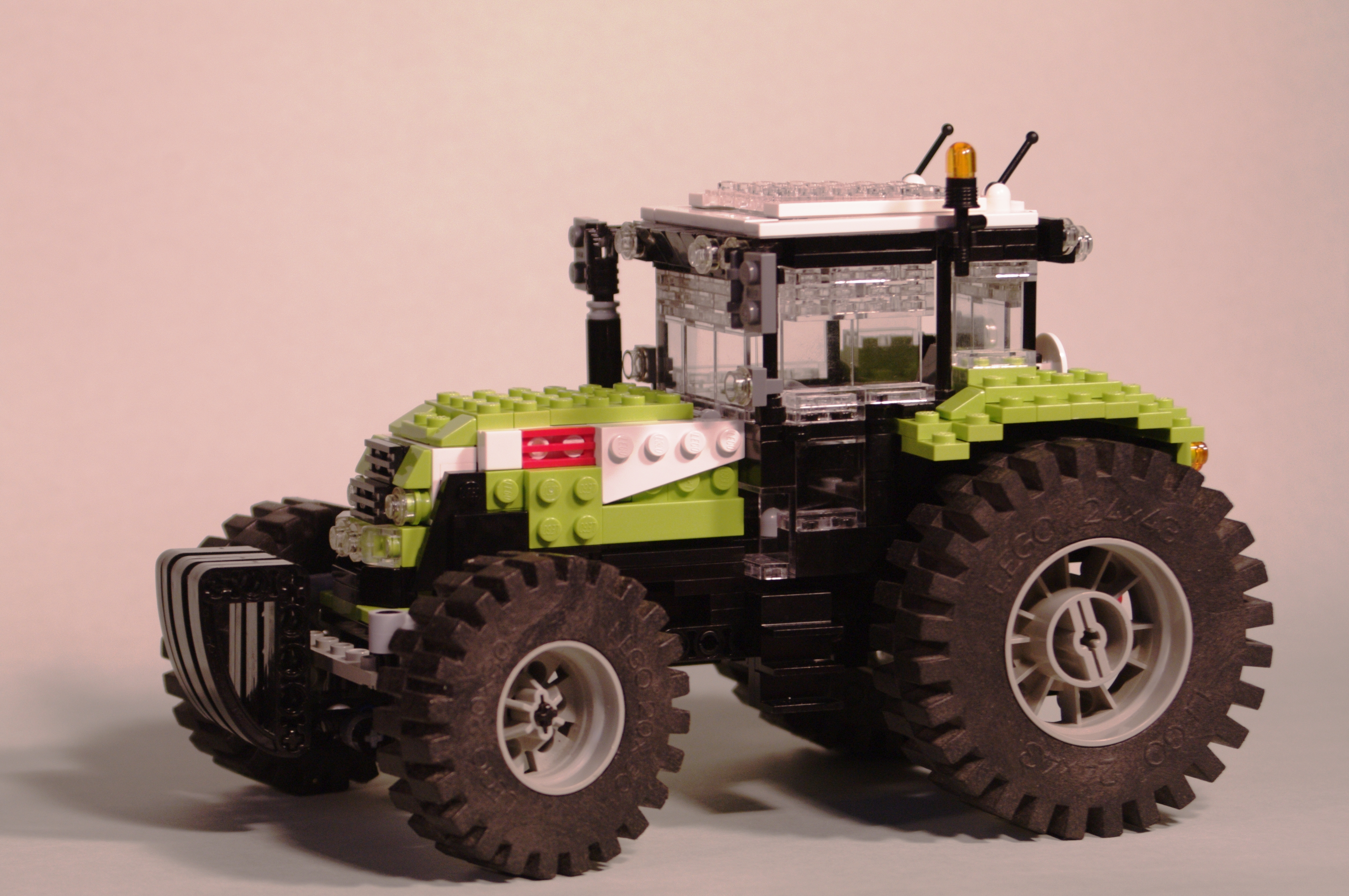 claas_arion_600_brick_02.jpg