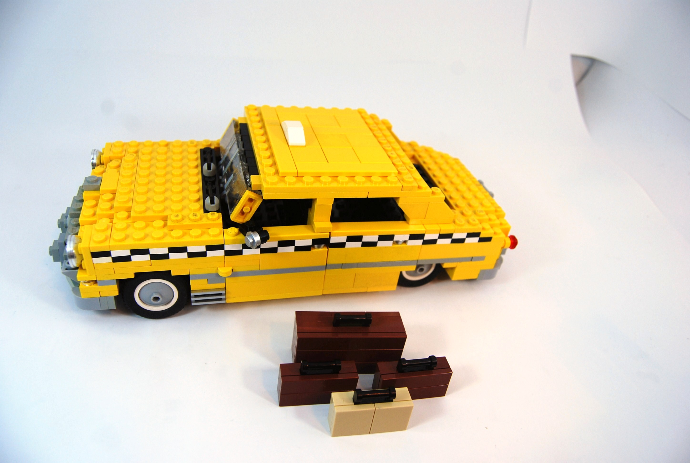 1949_ford_fordor_taxi_with_luggage_02.jpg