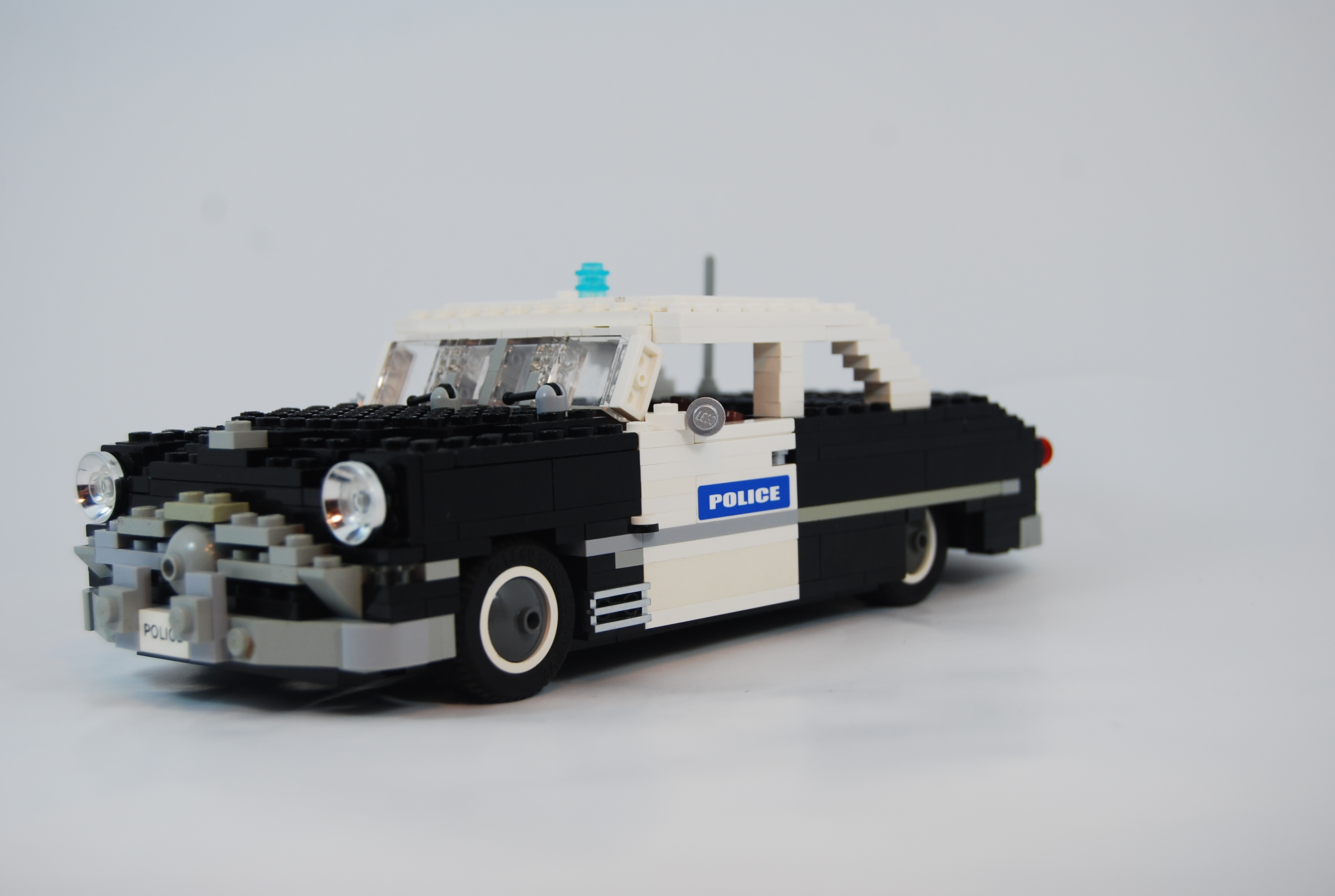 1949_ford_tudor_police_unit_02.jpg