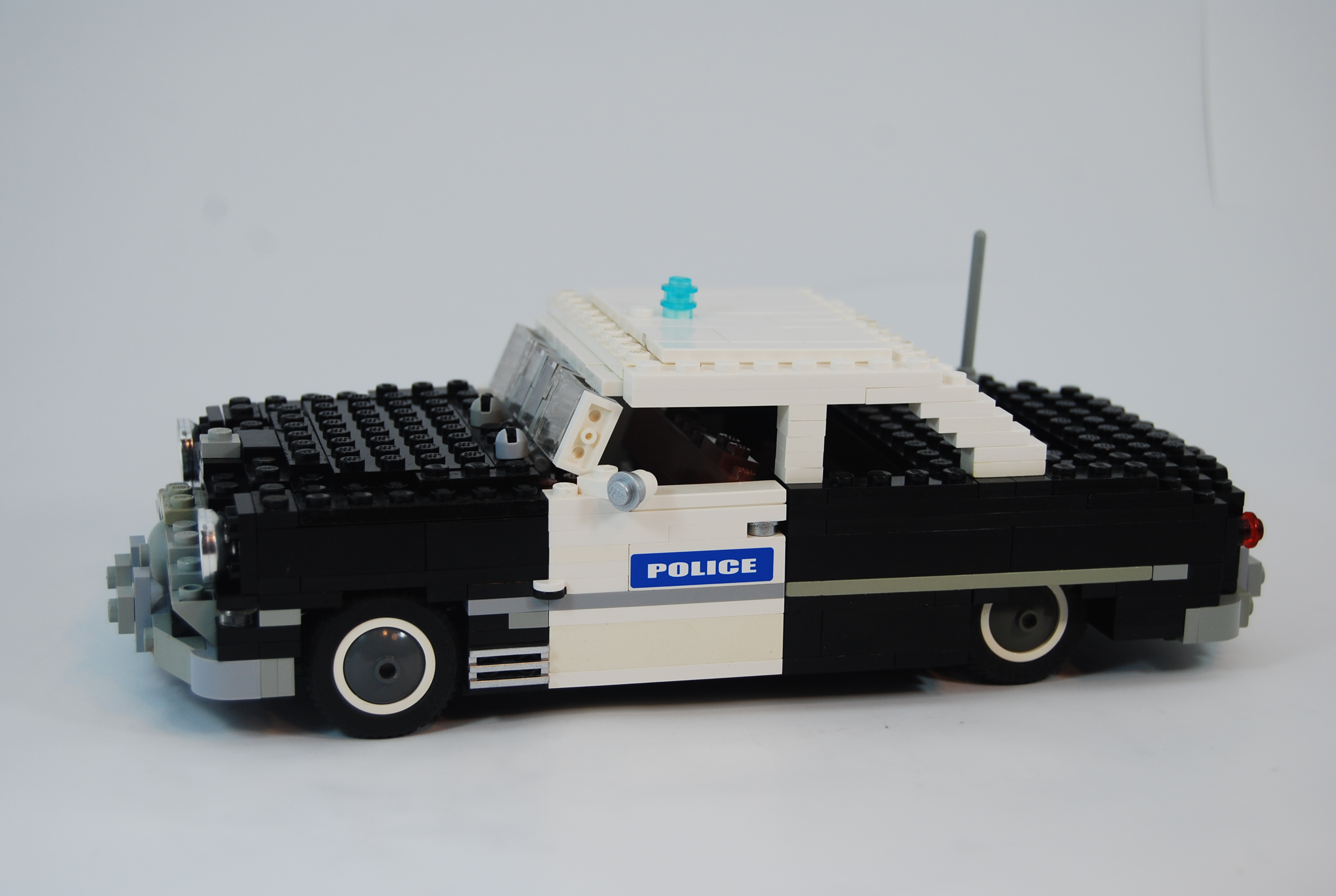 1949_ford_tudor_police_unit_03.jpg
