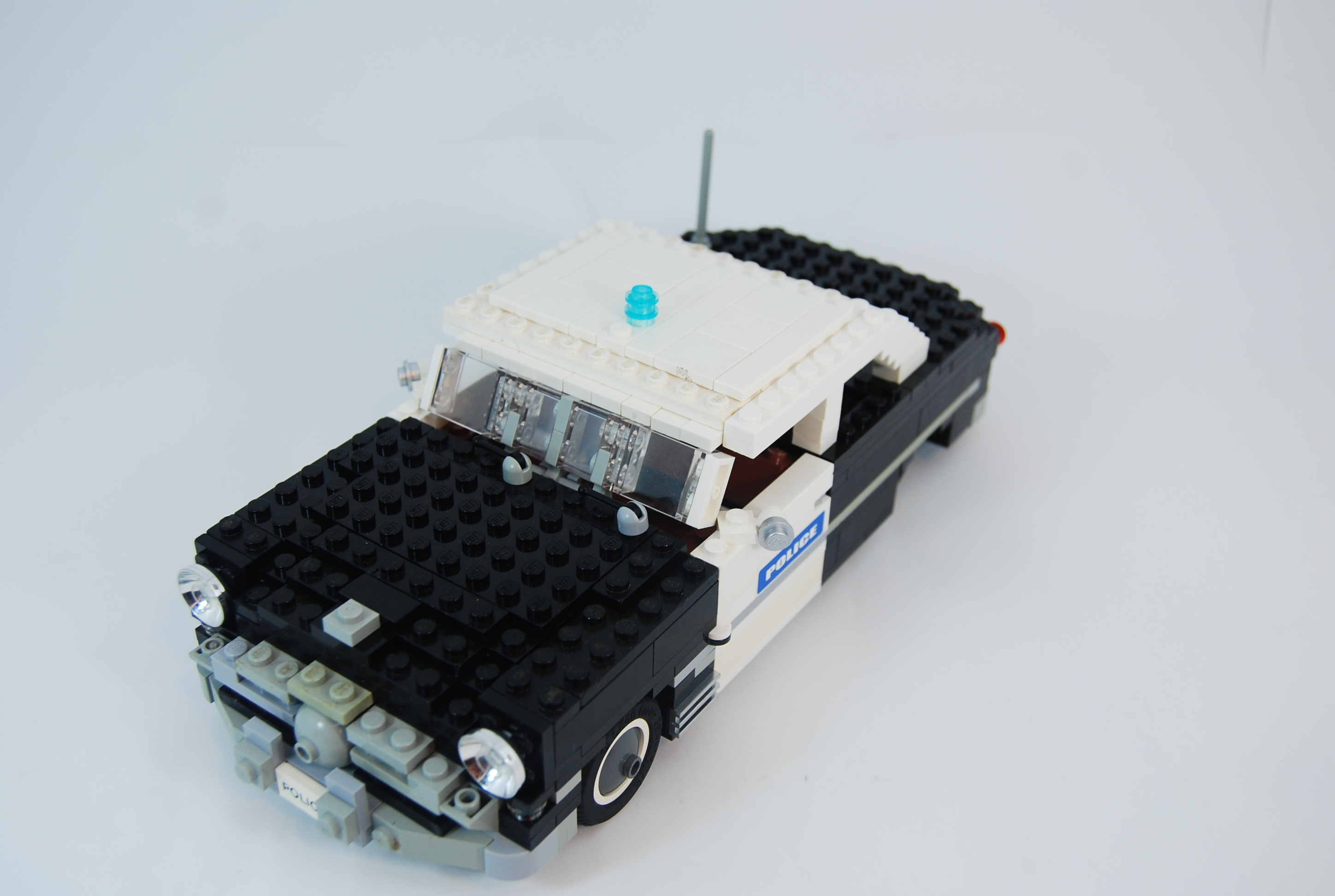 1949_ford_tudor_police_unit_14.jpg