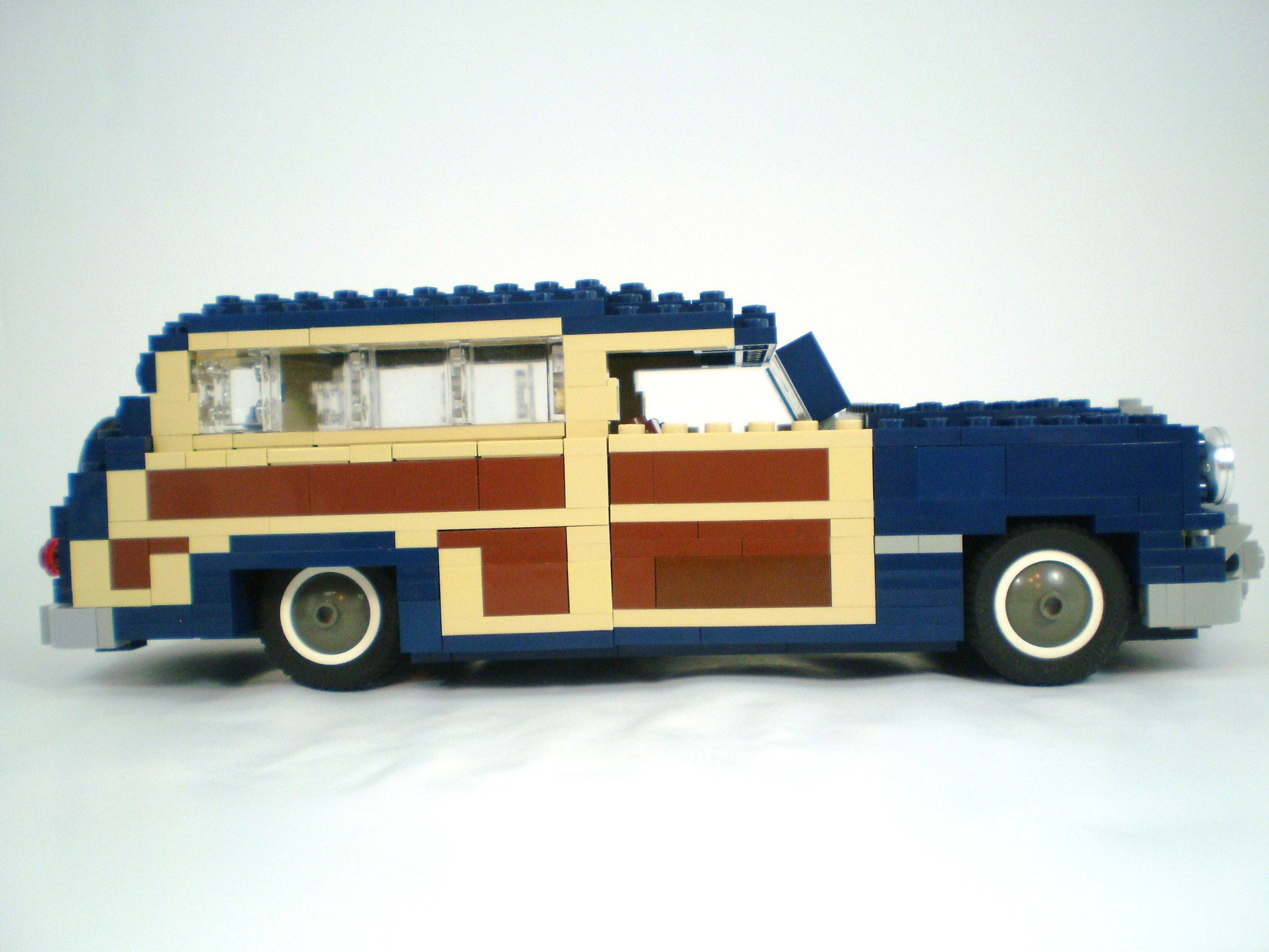 1949_ford_woody_wagon_02.jpg
