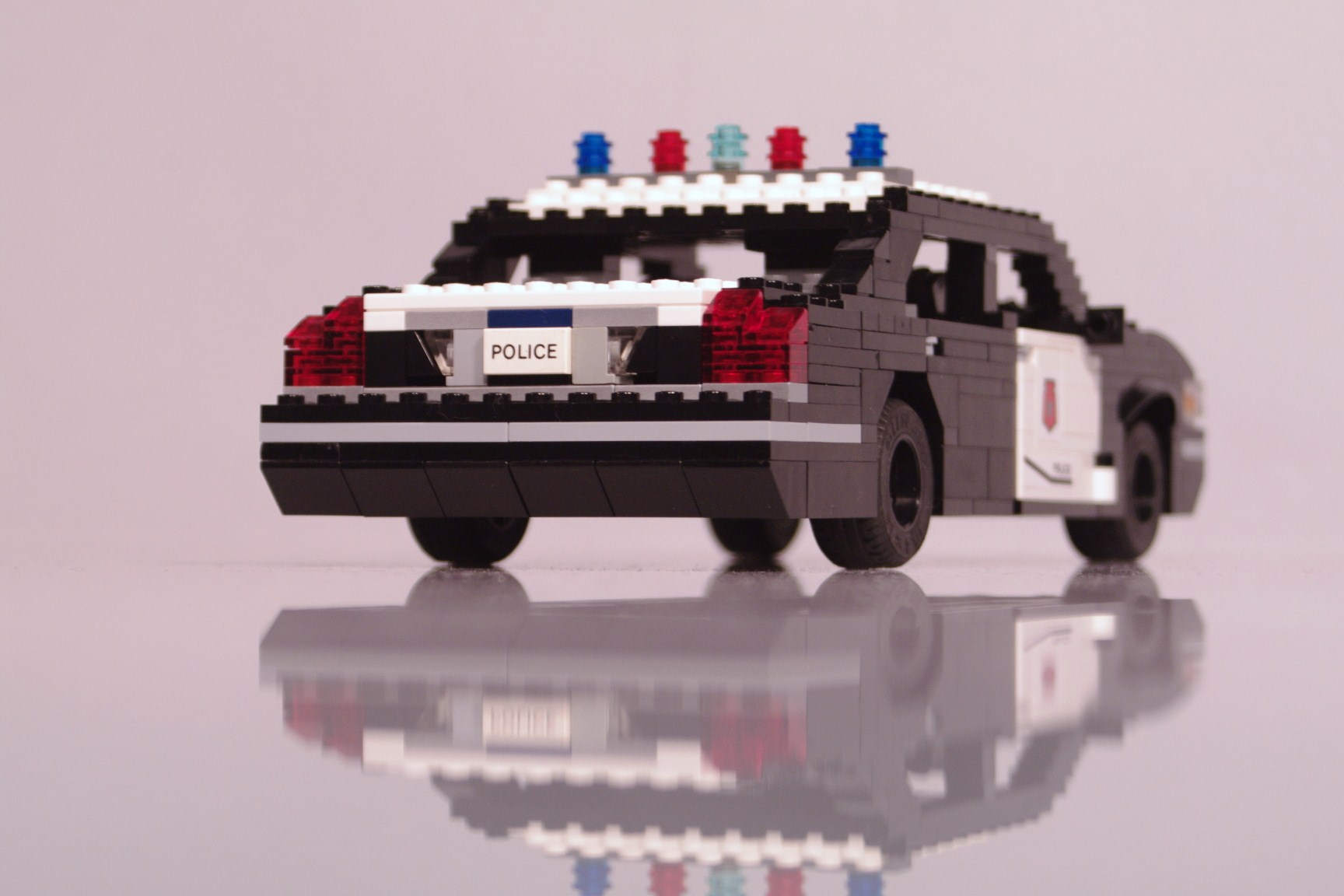 ford_crown_victoria_police_cruiser_003.jpg