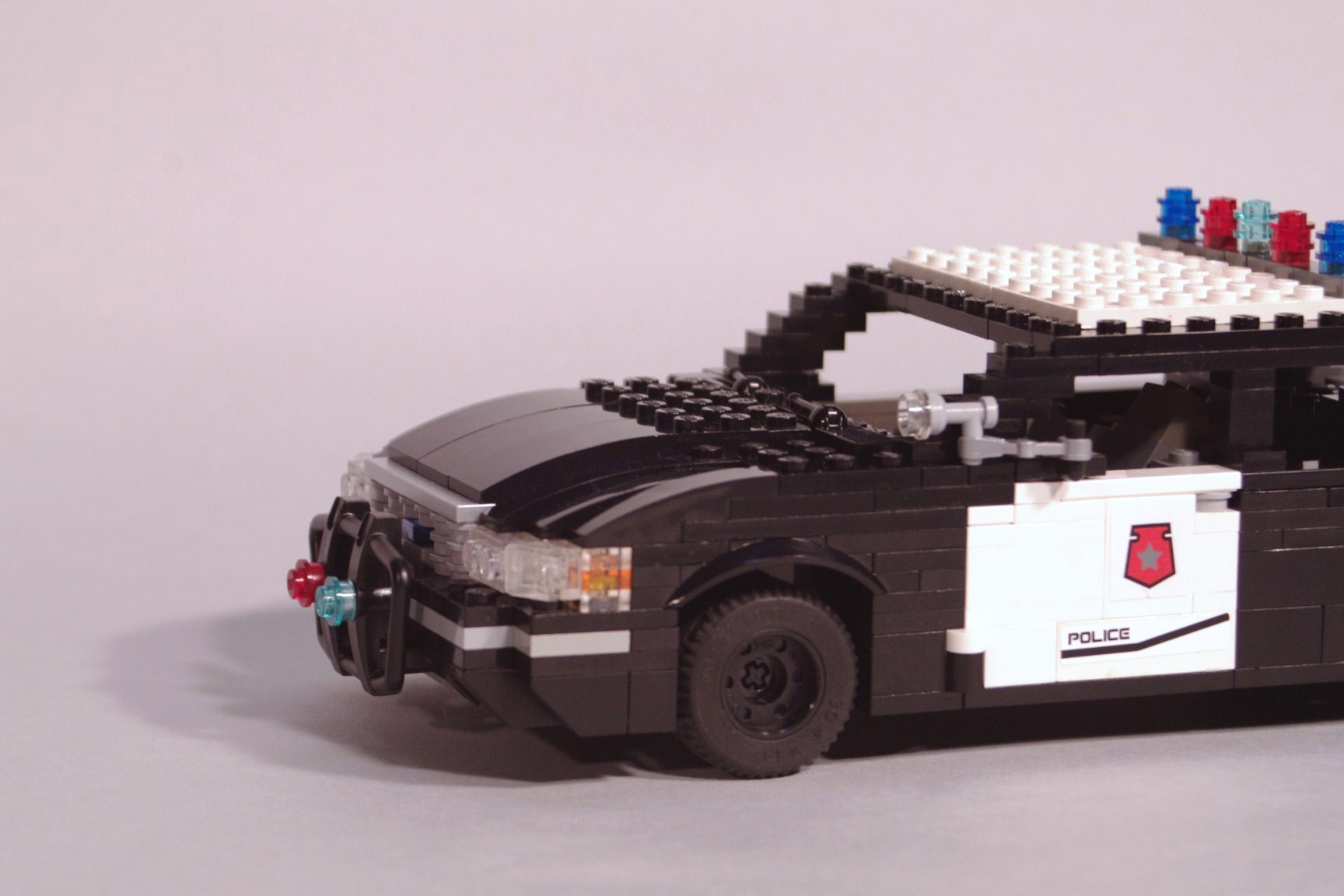 ford_crown_victoria_police_cruiser_005.jpg