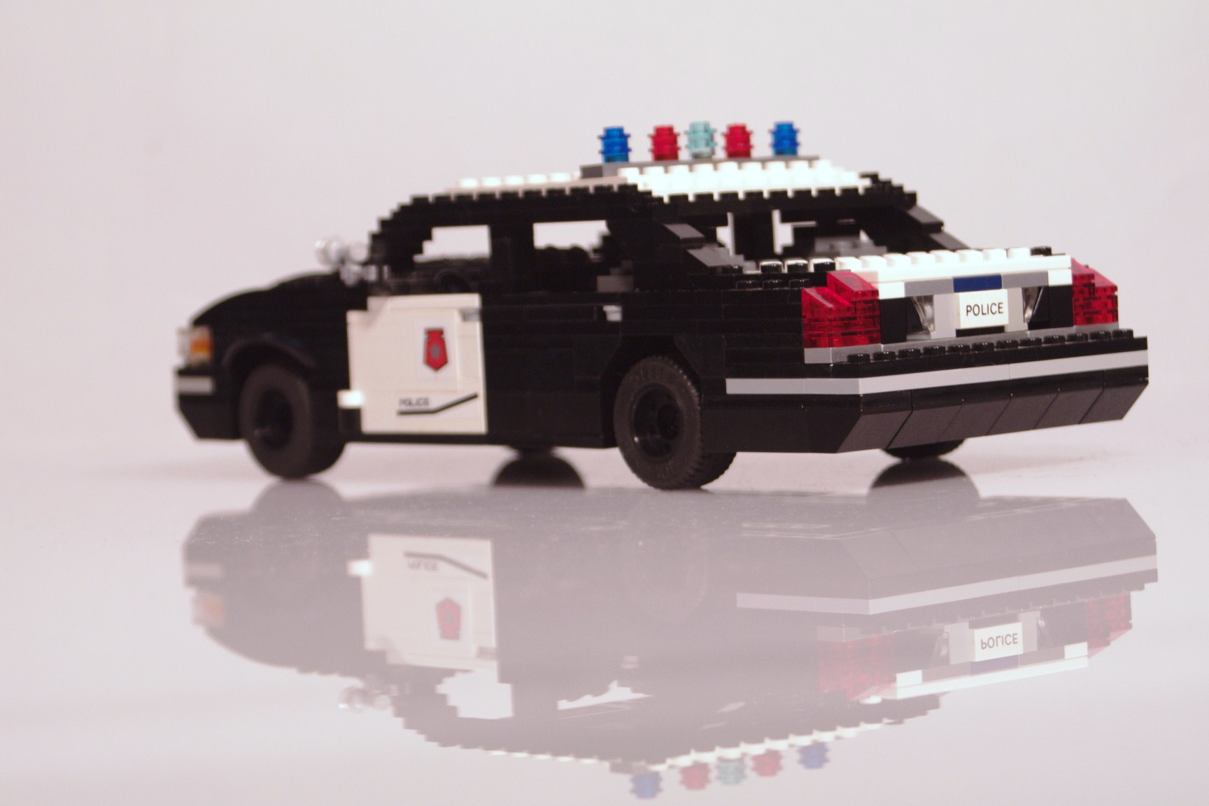 ford_crown_victoria_police_cruiser_011.jpg