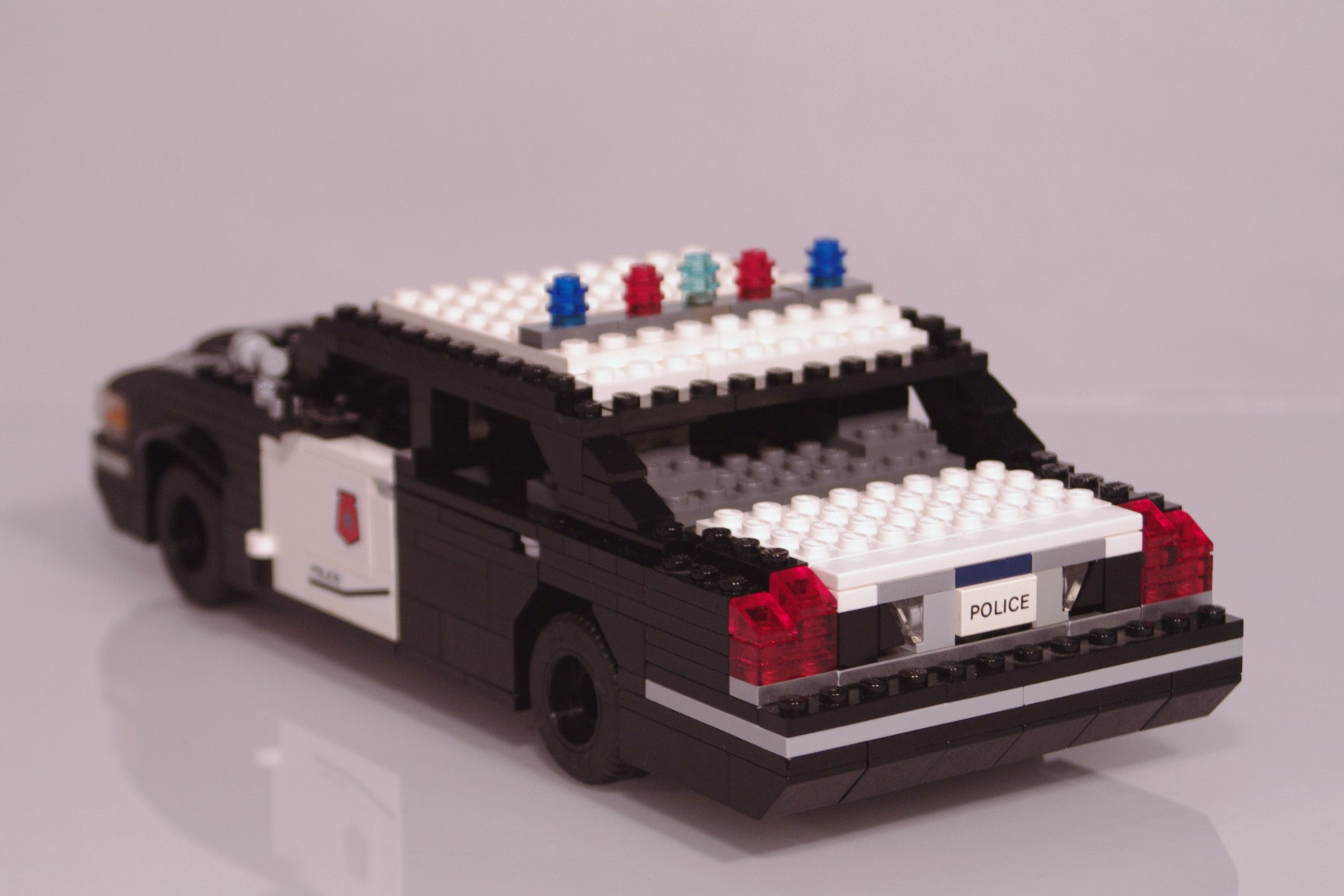 ford_crown_victoria_police_cruiser_014.jpg