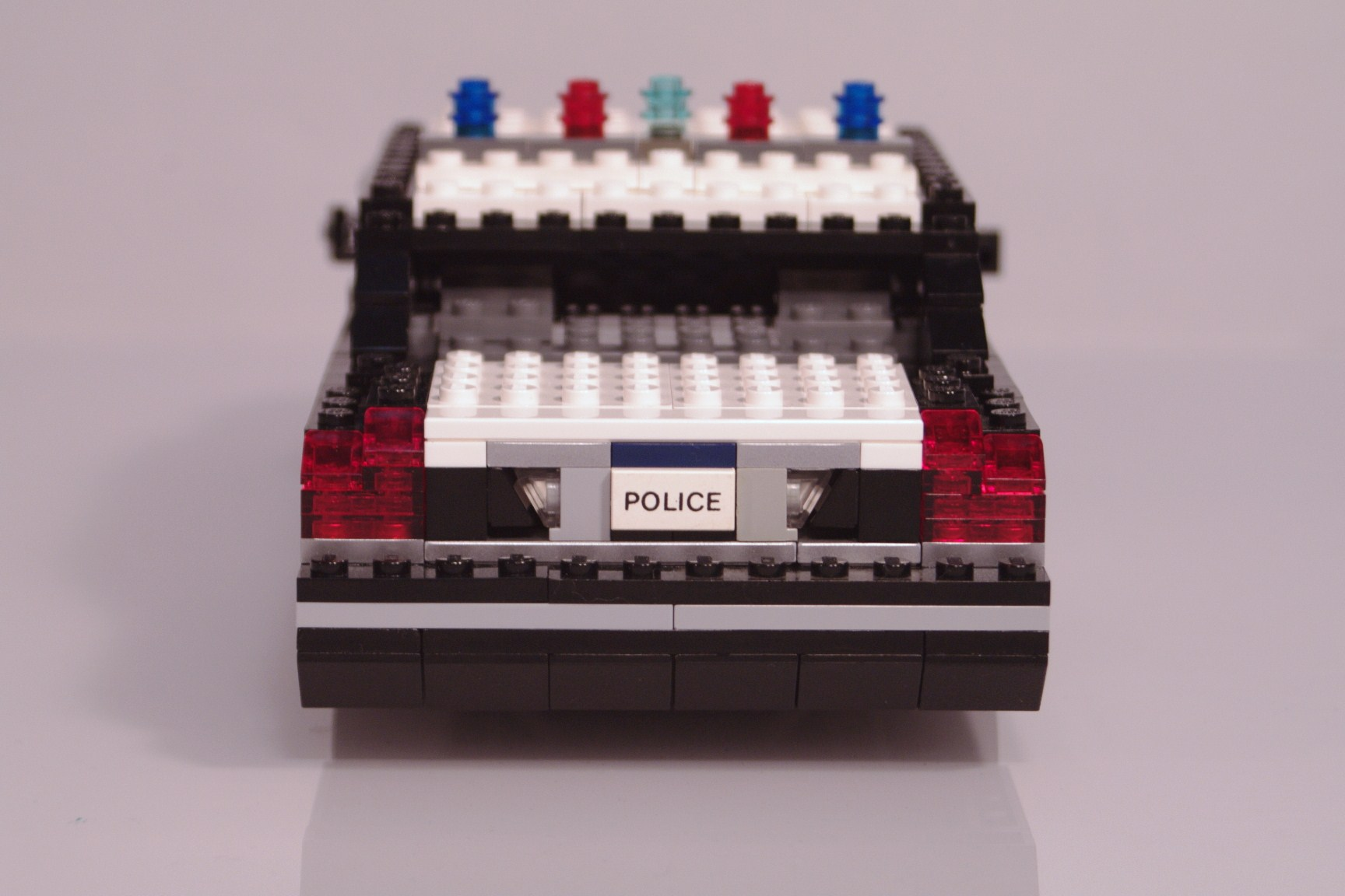 ford_crown_victoria_police_cruiser_017.jpg