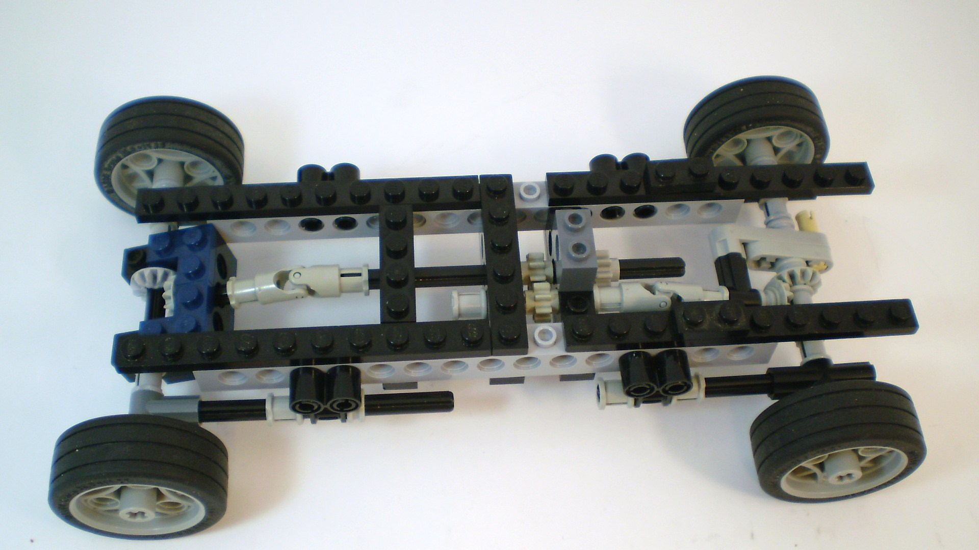 f-series_2009_engine_and_chassis_08.jpg