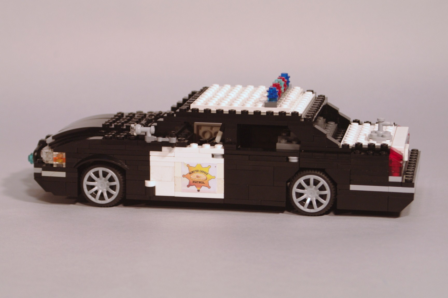 crown_vic_monster_garage_03.jpg