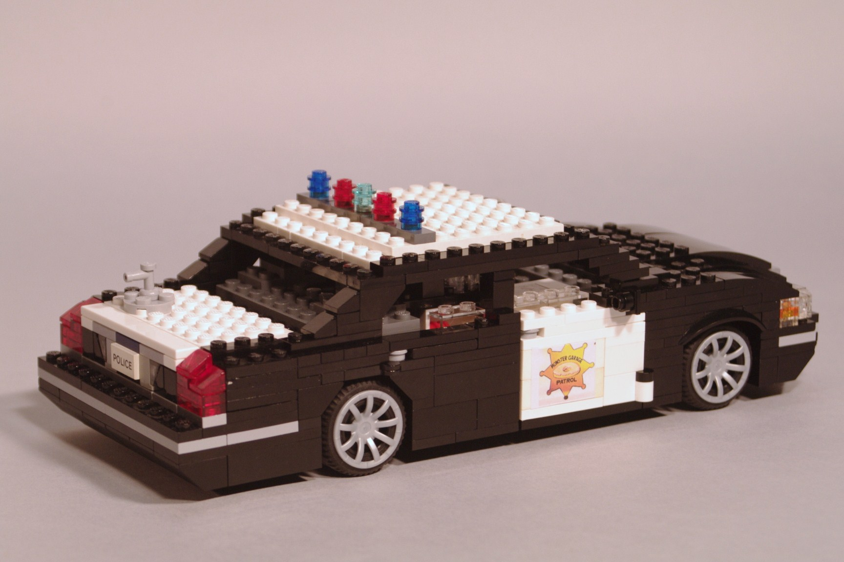 crown_vic_monster_garage_06.jpg