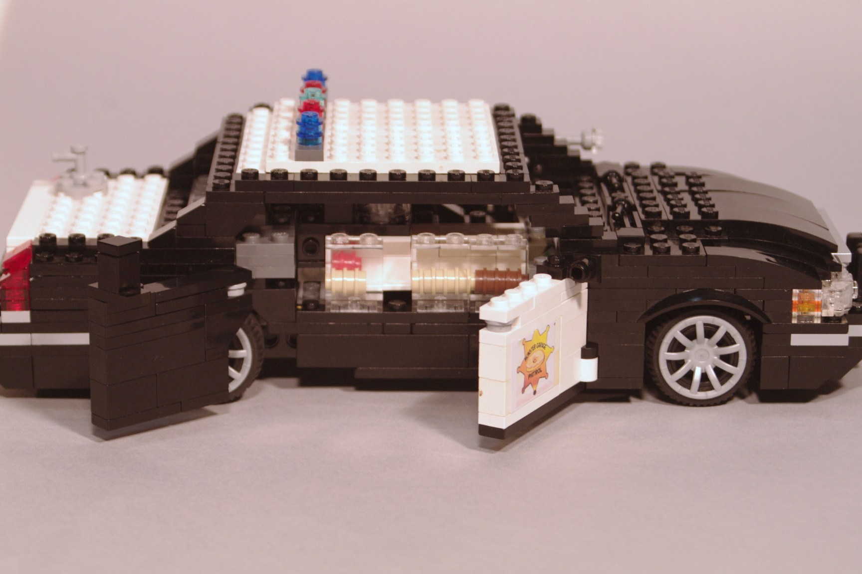 crown_vic_monster_garage_08.jpg