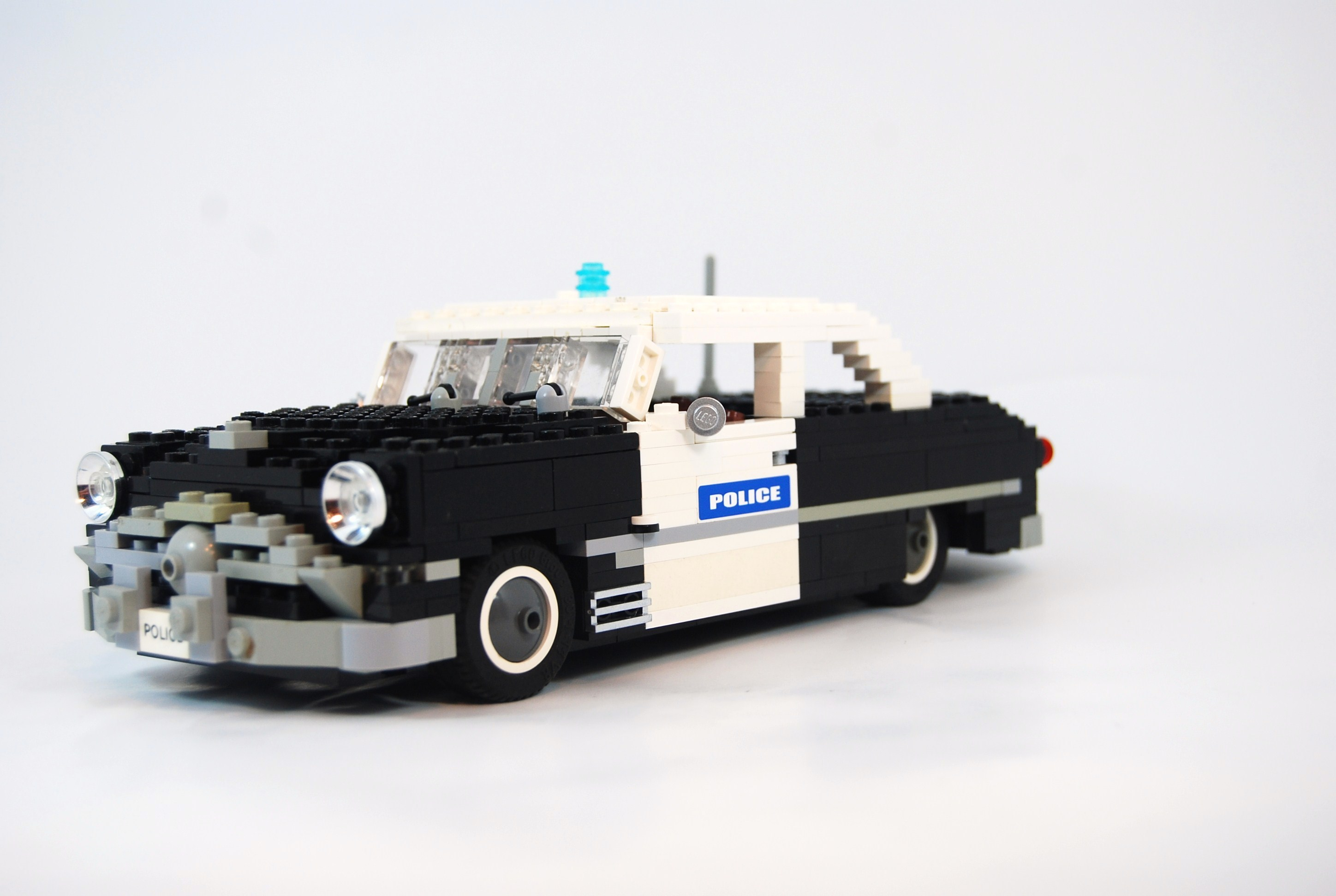 1949_ford_tudor_police_unit.jpg